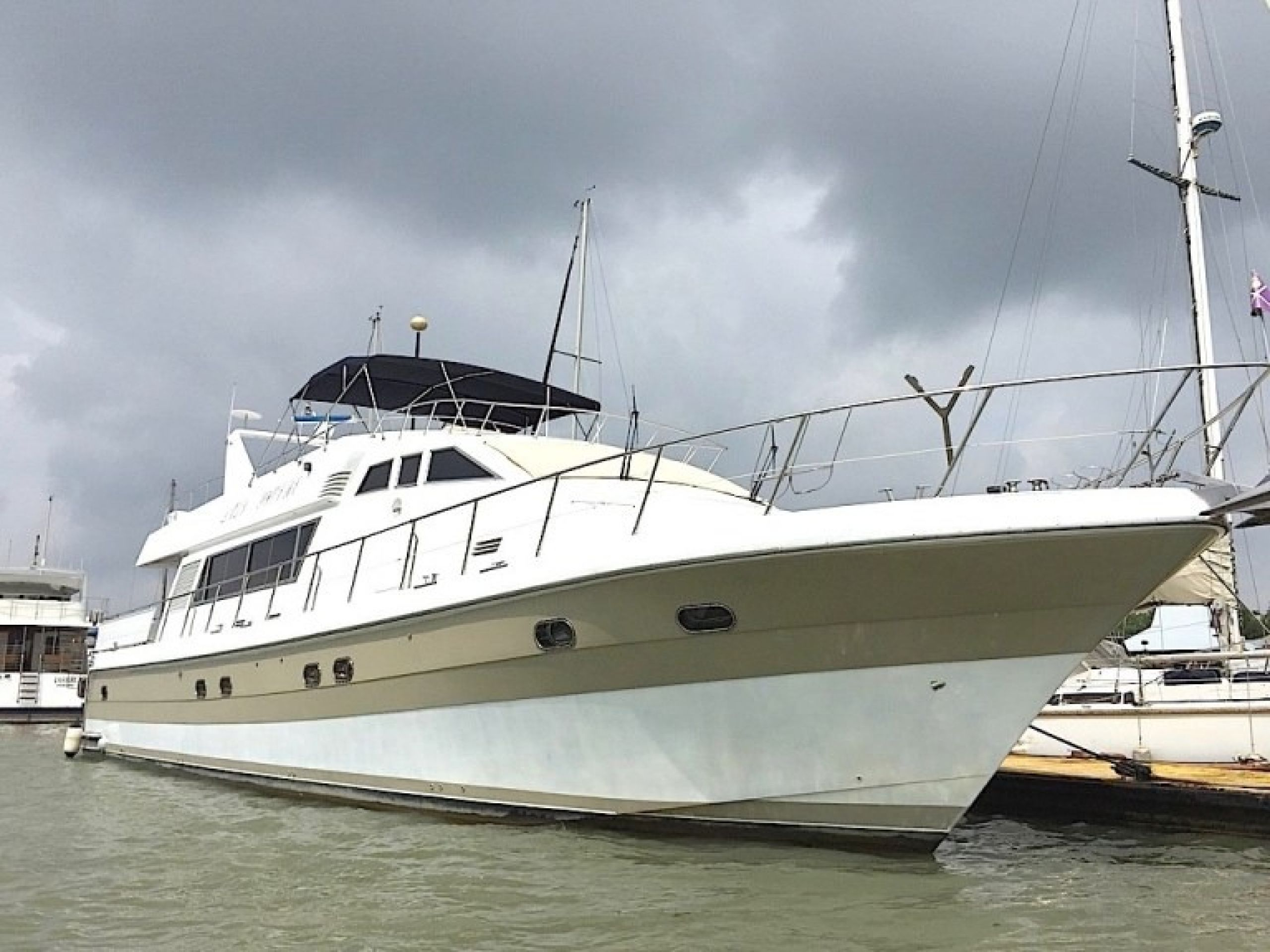 Port Klang Yacht Charter - MY20