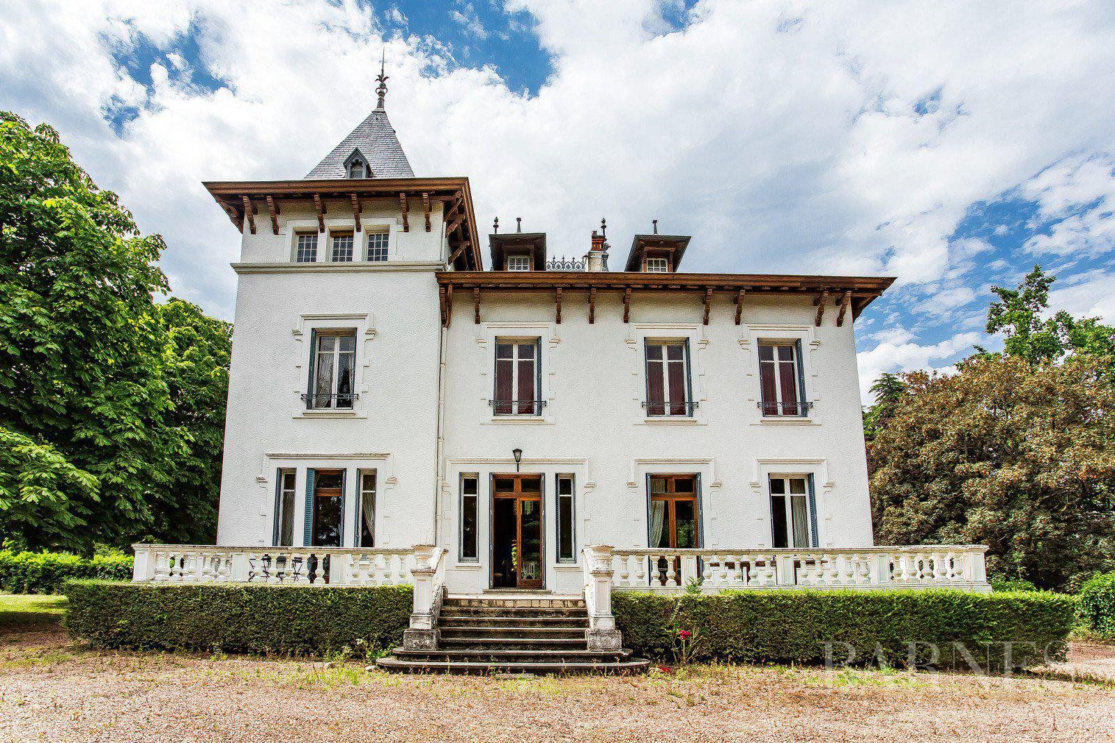 Tarare - 375 sqm house with character - 2 hectare park - 9 bedrooms