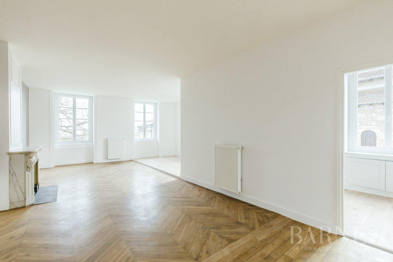 Saint-Genis-les-Ollières - Apartment of 77 sqm in a Manor - 2 bedrooms