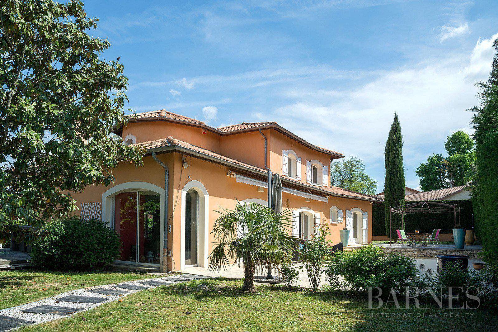 Saint-Bonnet-de-Mure - 220 sqm designer house - 900 sqm plot - 4 bedrooms
