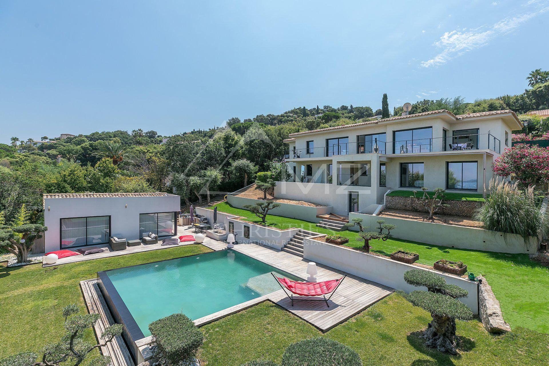 Close to Saint-Tropez - Recent villa with sea view