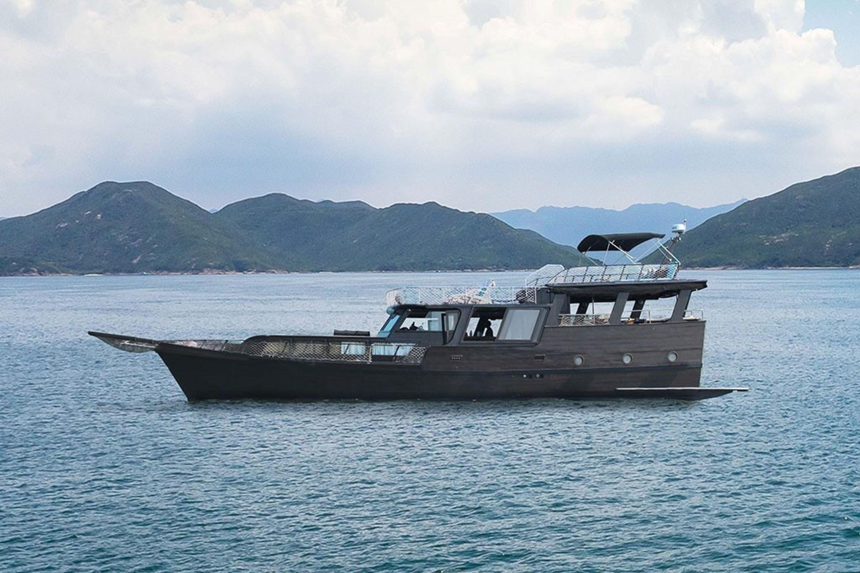 Hong Kong Yacht Charter - HKY1