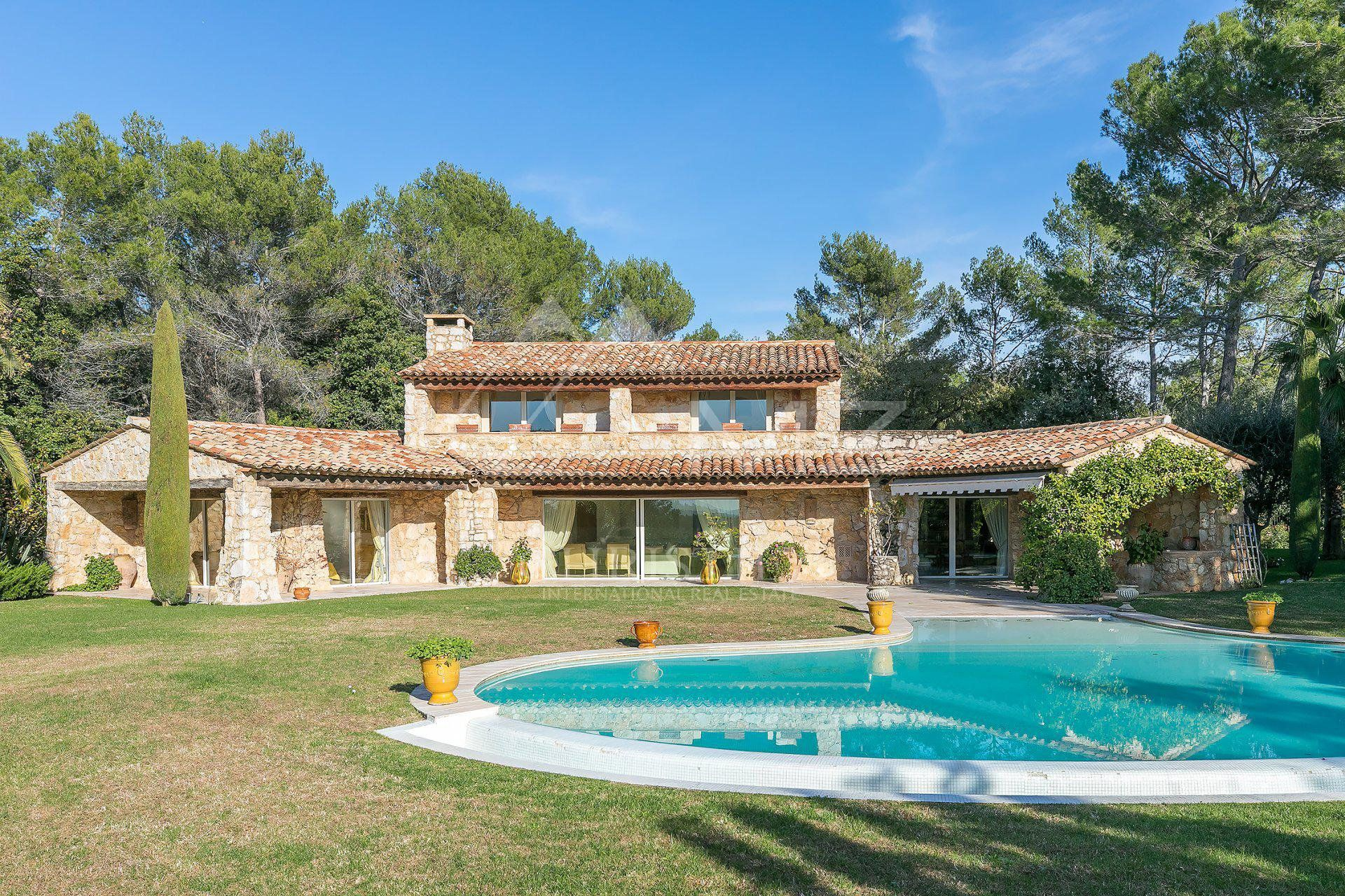 Close to Saint-Paul de Vence - Architect Villa in total peace and quiet