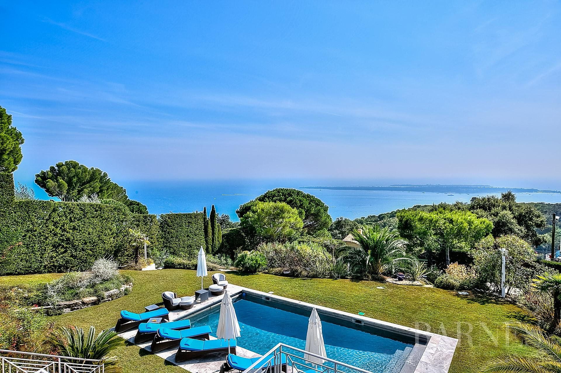 SUPER CANNES - NEO PROVENCAL VILLA - 5 BEDROOMS - POOL - PANORAMIC SEA VIEW