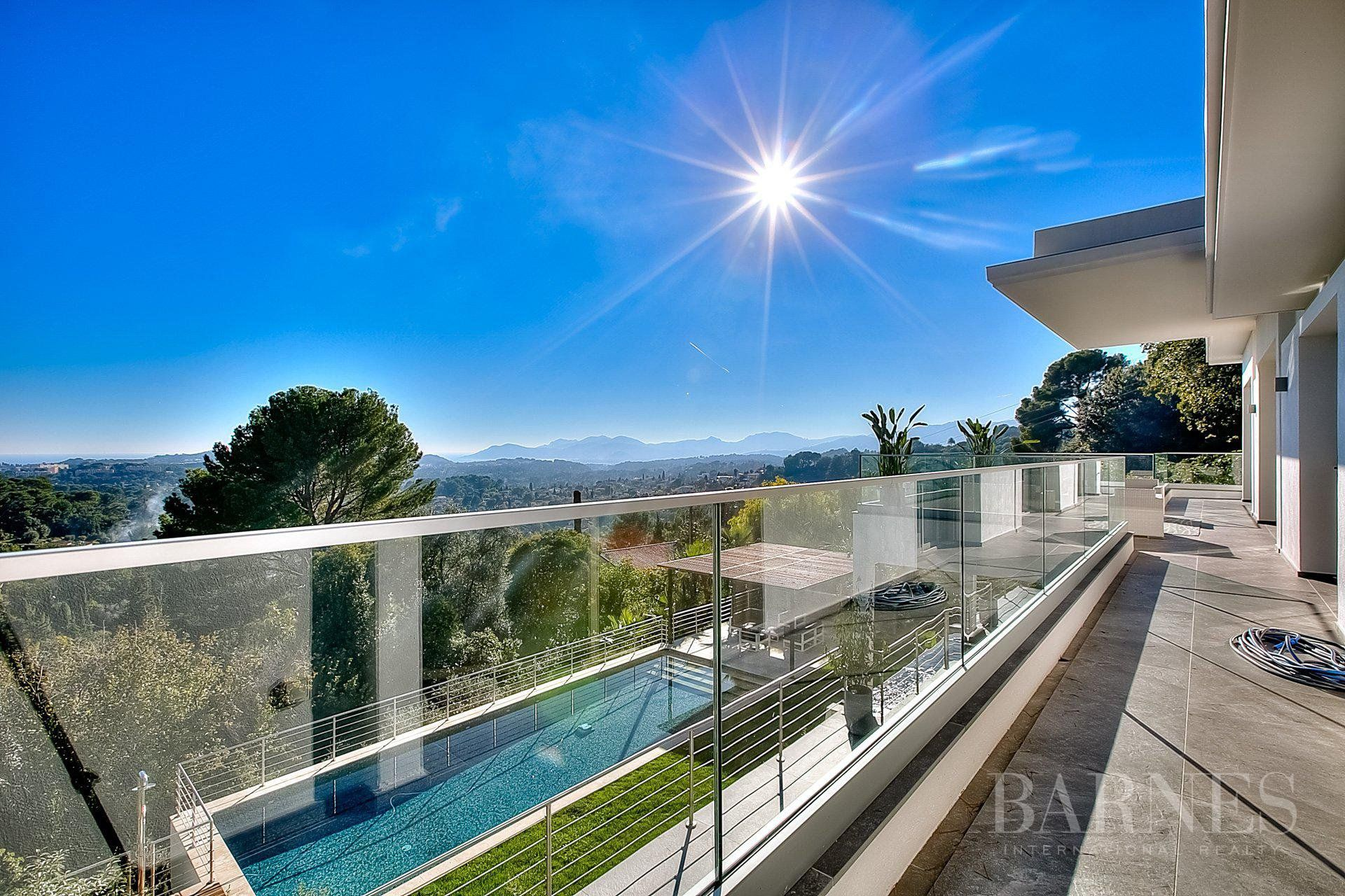 MOUGINS - CONTEMPORARY VILLA - 5 BEDROOMS - SWIMMING POOL - PANORAMIC SEA AND MOUNTAIN VIEW
