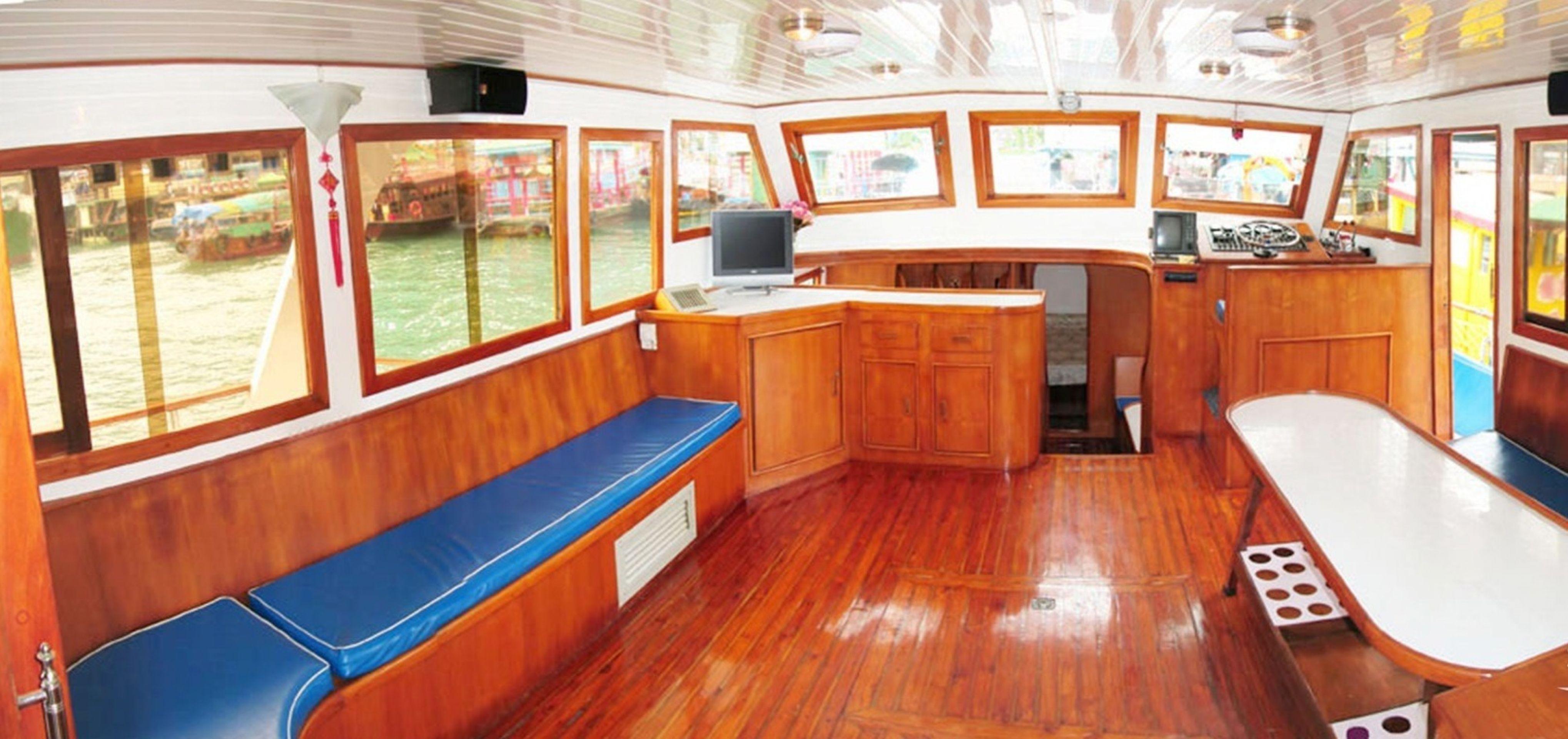 Hong Kong Yacht Charter - HKY16