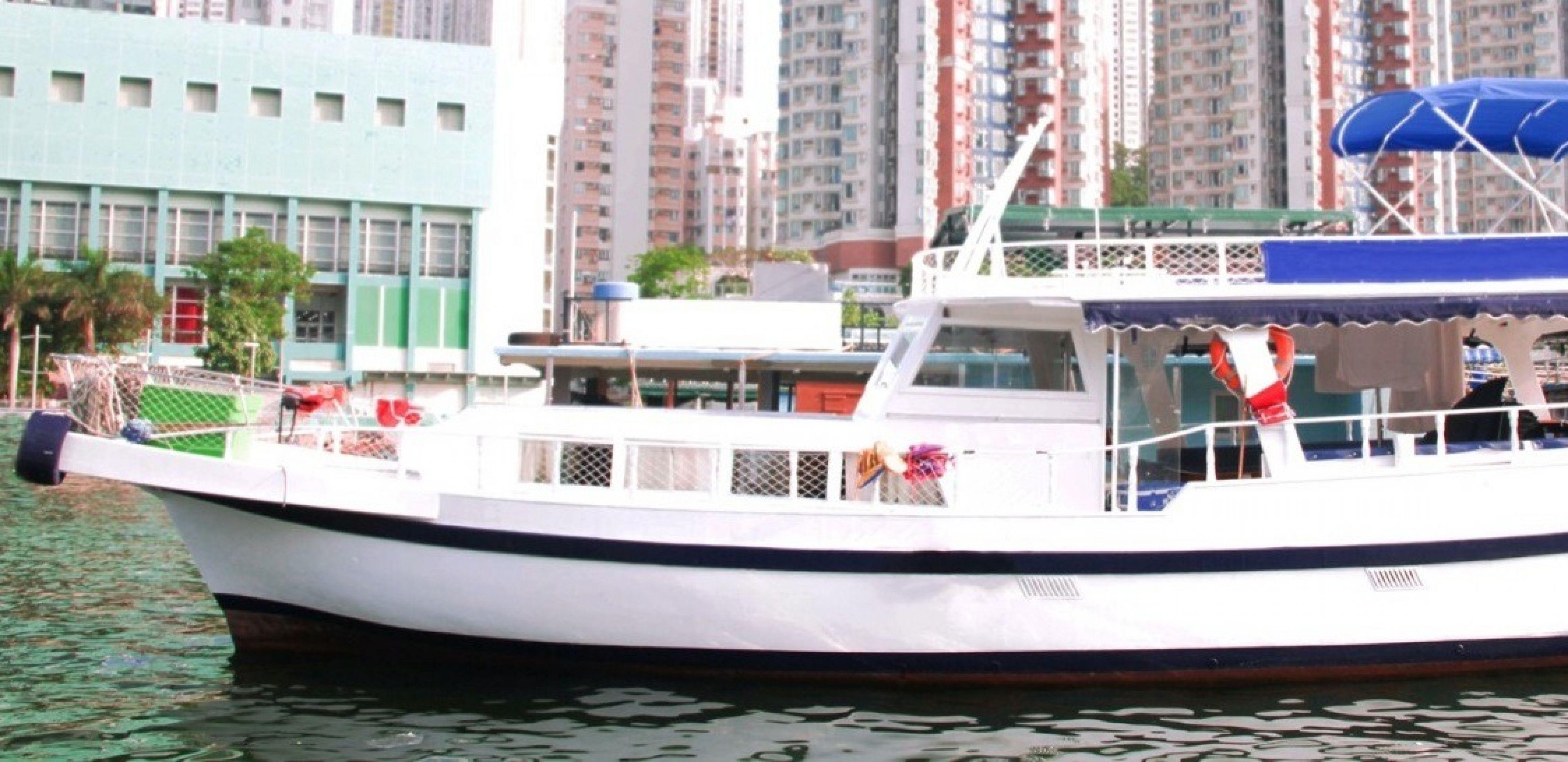 Hong Kong Yacht Charter -HKY14