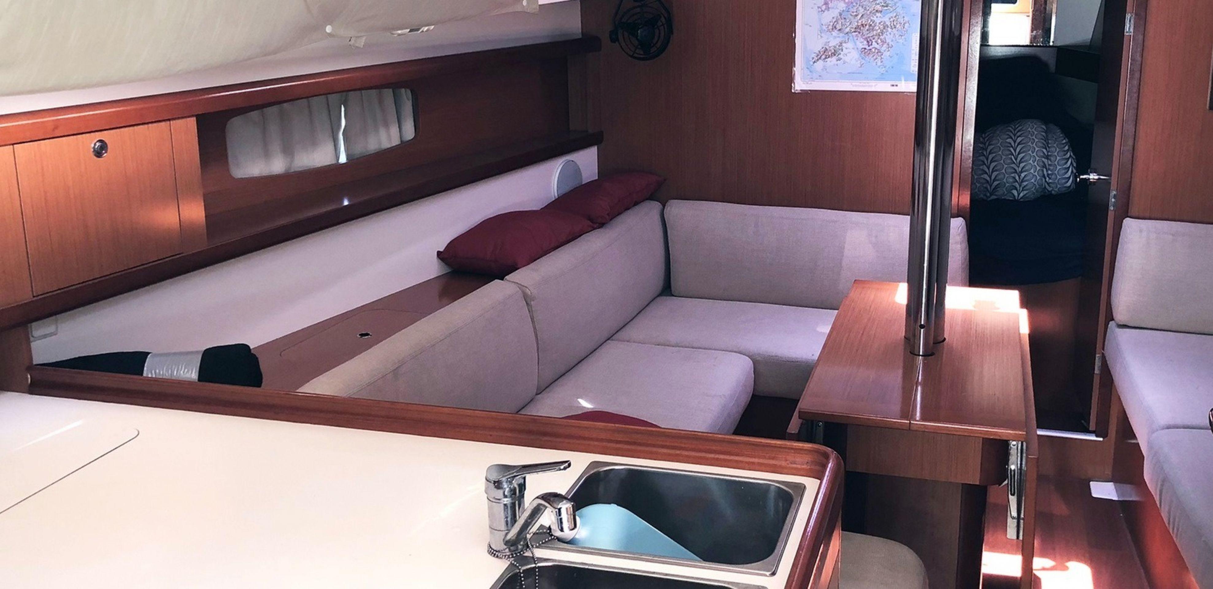 Hong Kong Yacht Charter - HKY21