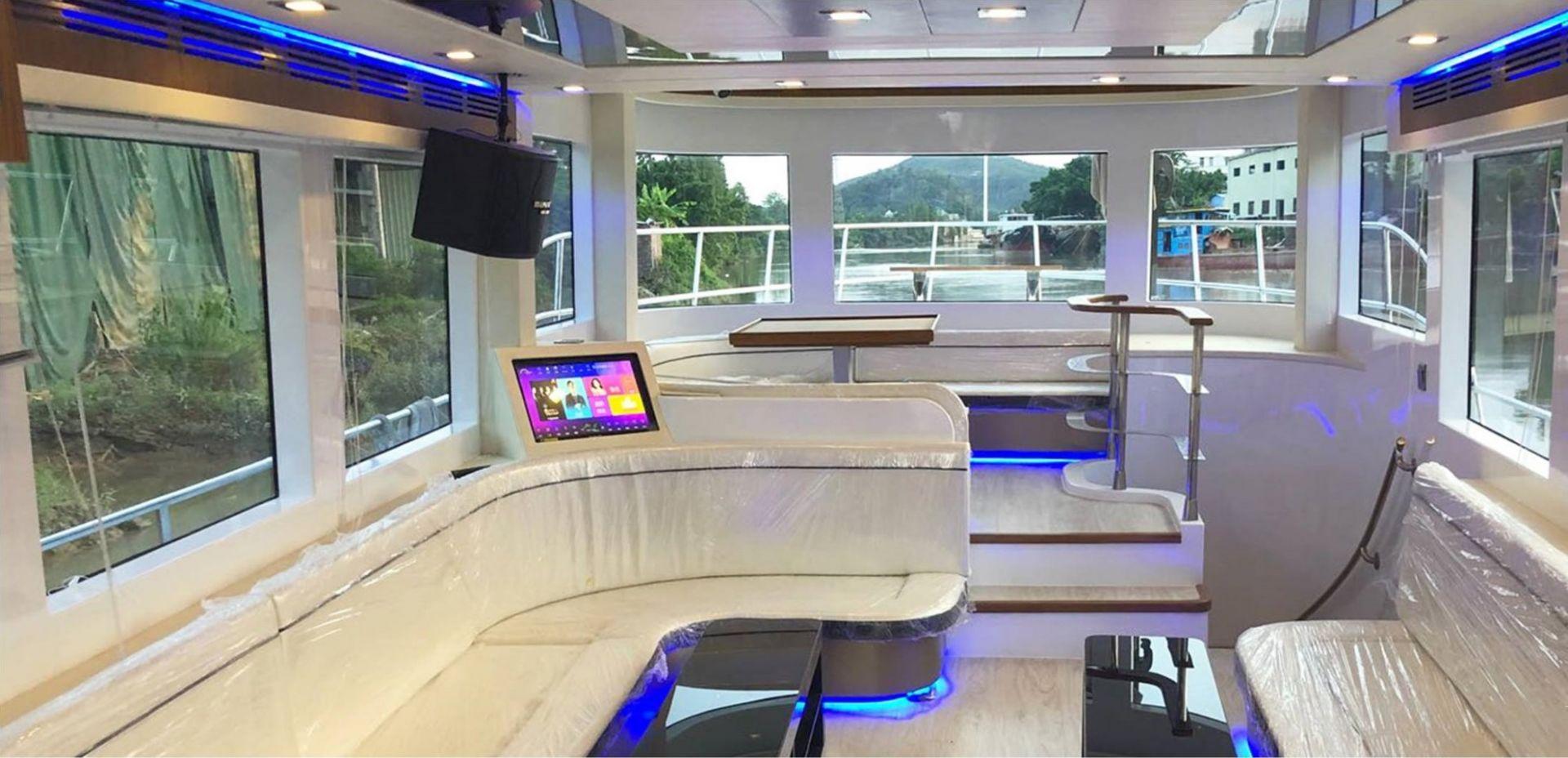 Hong Kong Yacht Charter - HKY30