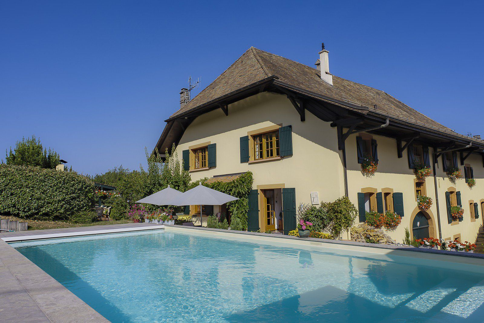 Maxilly - Old renovated farmhouse of 350 sq. m - Plot of 1843 sq. m - 6 Bedrooms - Swimming pool