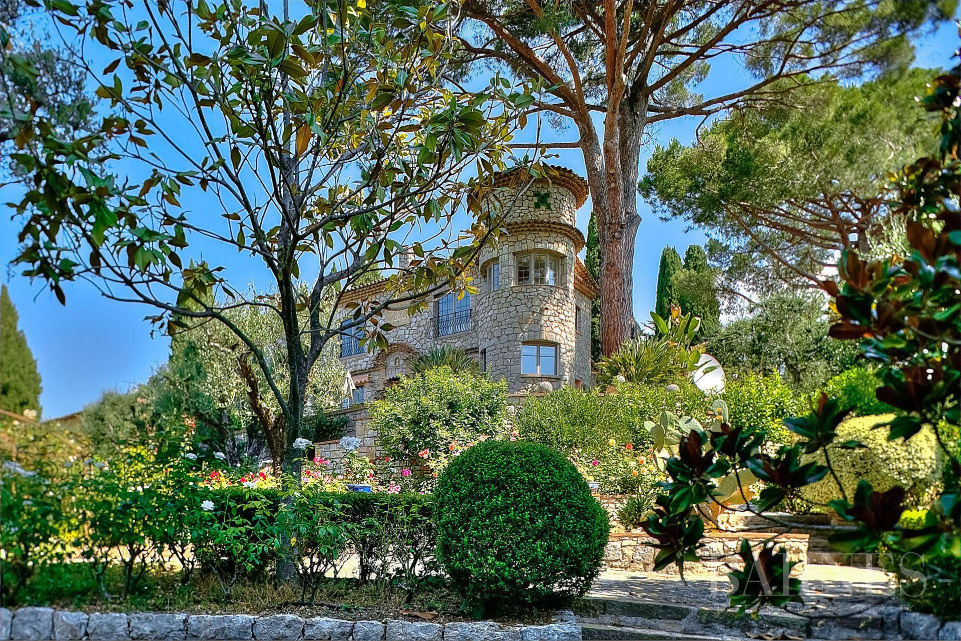 MOUGINS - STONE BASTIDE - PANORAMIC VIEW - 6 BEDROOMS - SWIMMING POOL