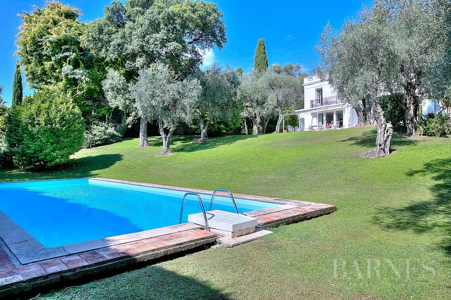 CANNES - BOURGEOIS VILLA - SWIMMING POOL - TENNIS - SEA VIEW