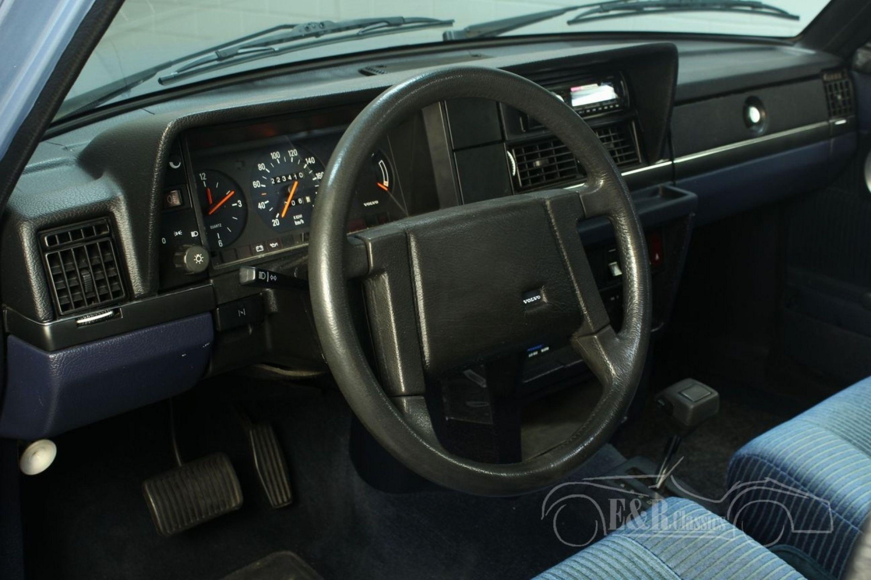 VOLVO 240 GL SALOON 1988