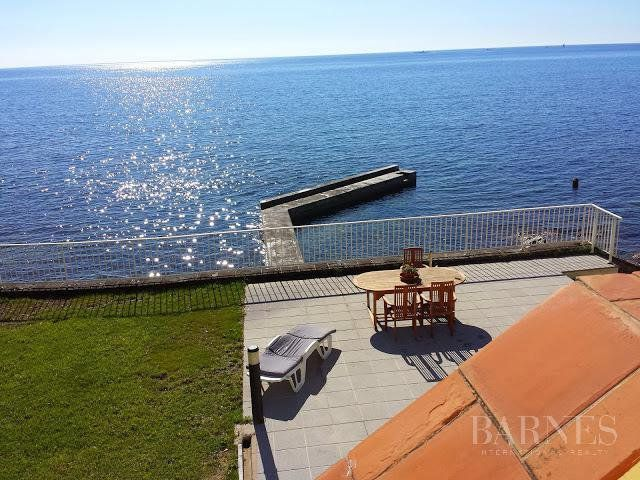 SAINTE MAXIME - Waterfront property with swimming pool and pontoon, incredible sea view facing south.