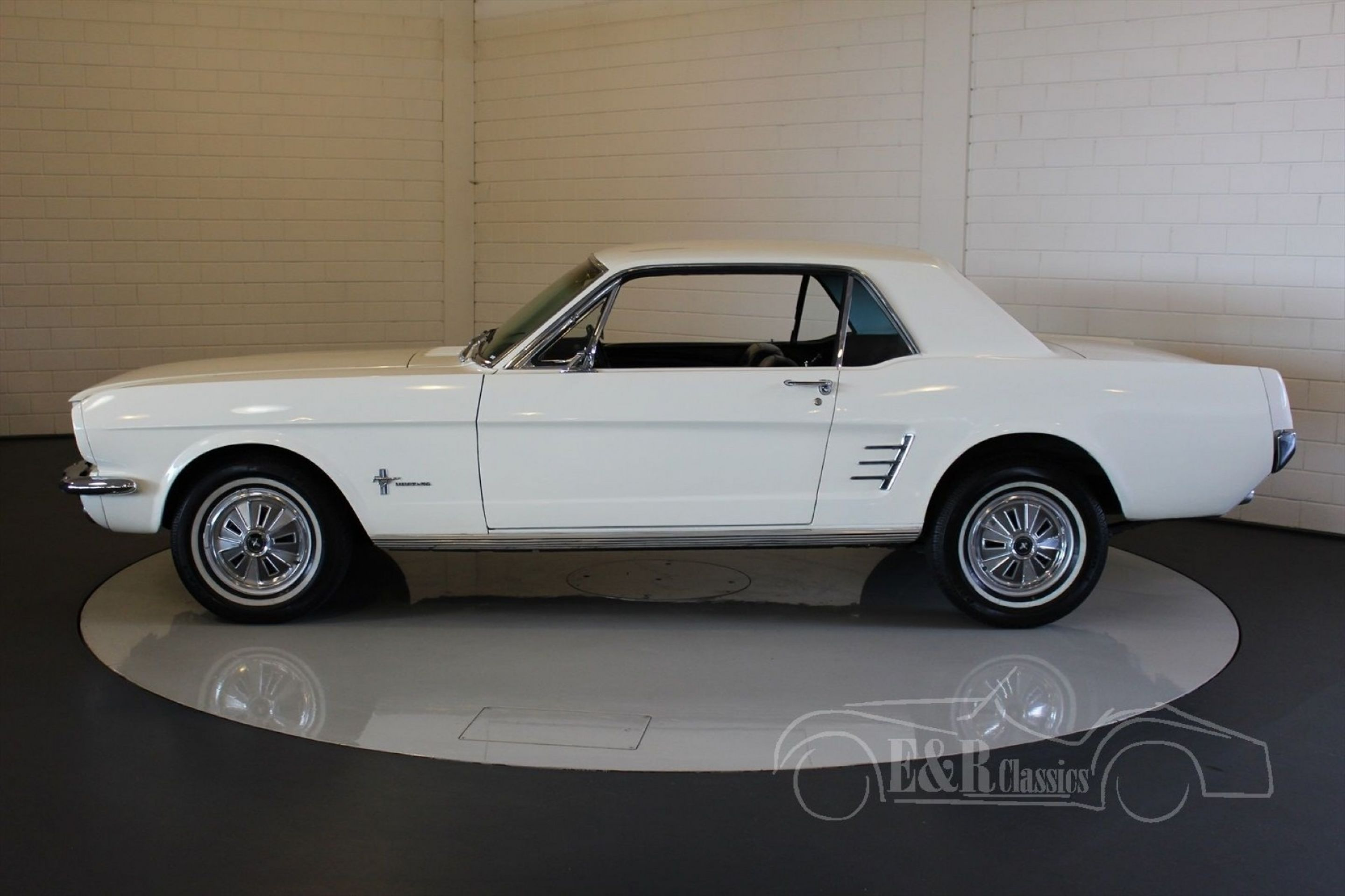 FORD MUSTANG COUPE V8 1966