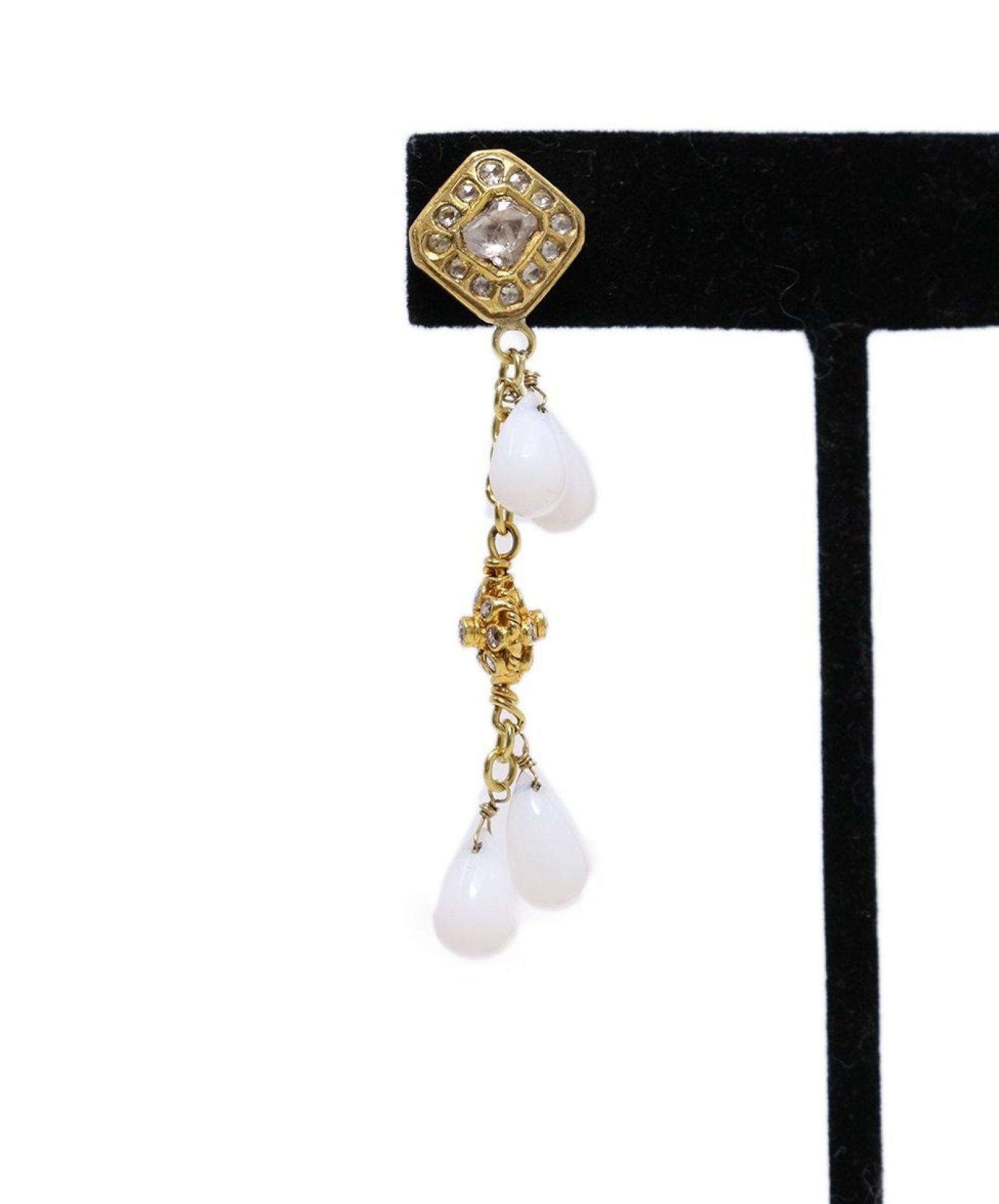 18 K GOLD WHITE AGATE DIAMOND EARRINGS