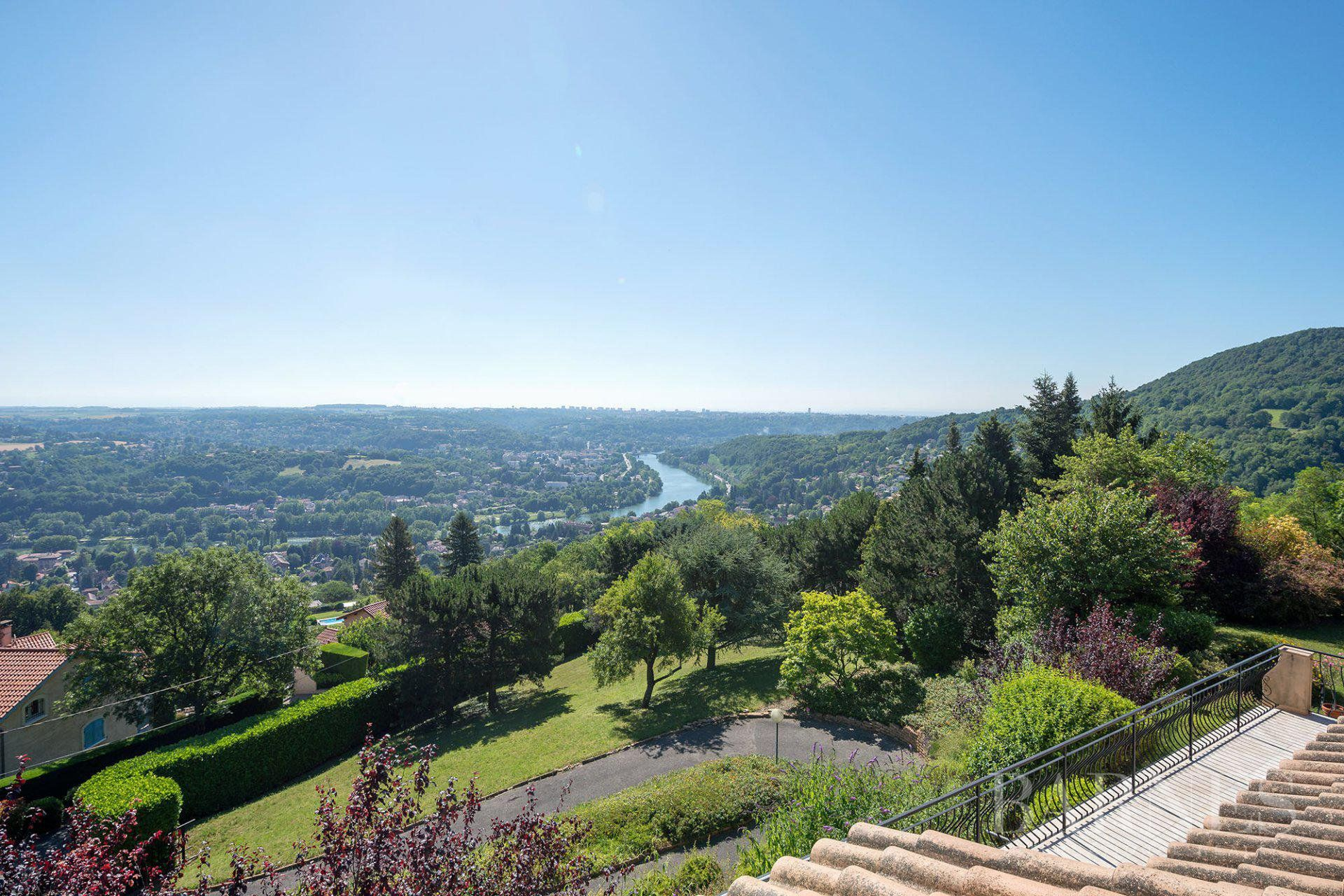 Couzon-au-Mont-d'Or - 290 sqm family house - 5 or 6 bedrooms