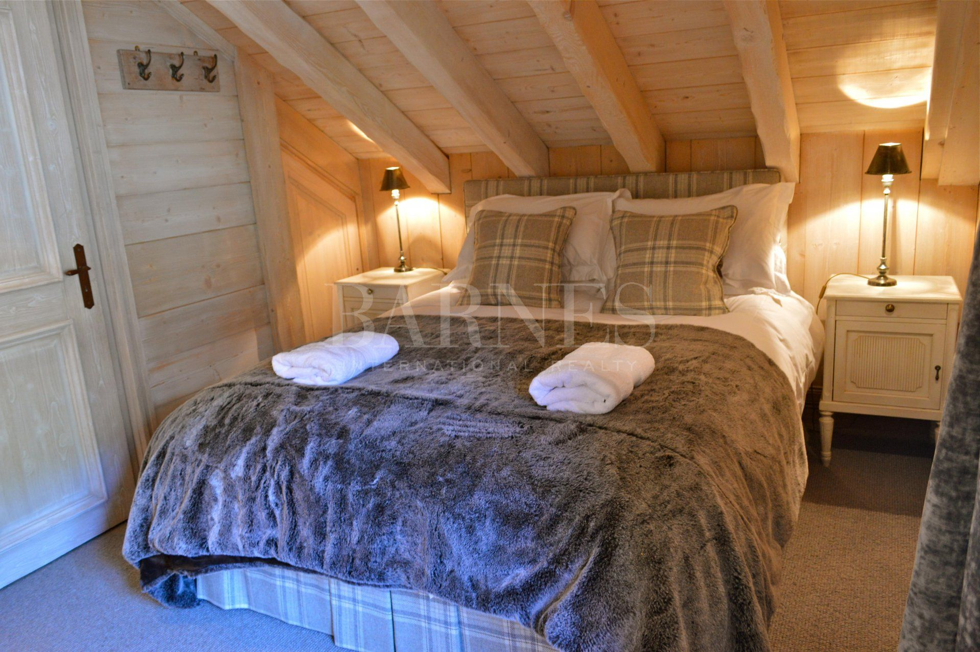 Large luxury chalet-style apartment for rent in the heart of Meribel - the 3 Valleys