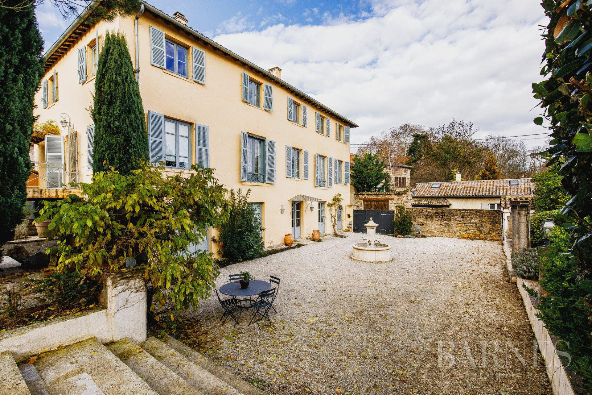 Ecully - Property of 500 sqm - Land of 2000 sqm - 5 bedrooms