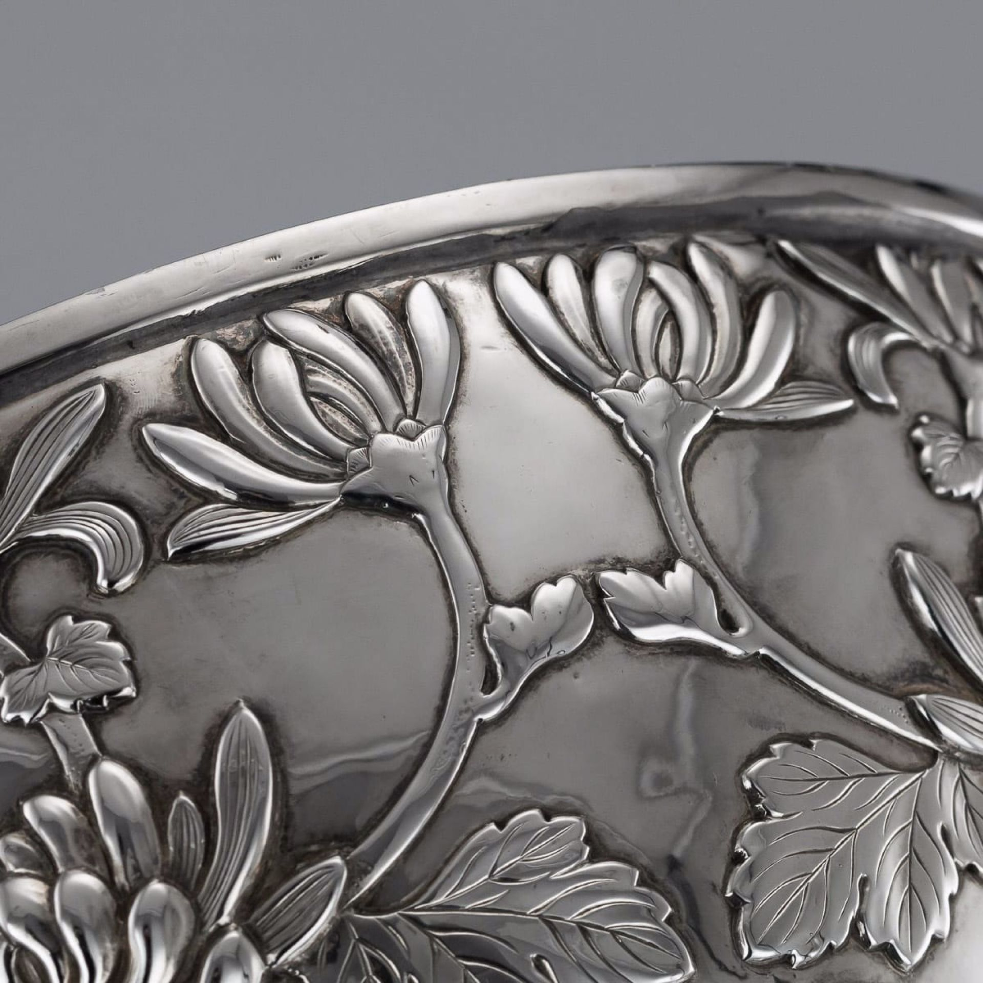 ANTIQUE 20thC JAPANESE MEIJI PERIOD SOLID SILVER FLORAL BOWL c.1900