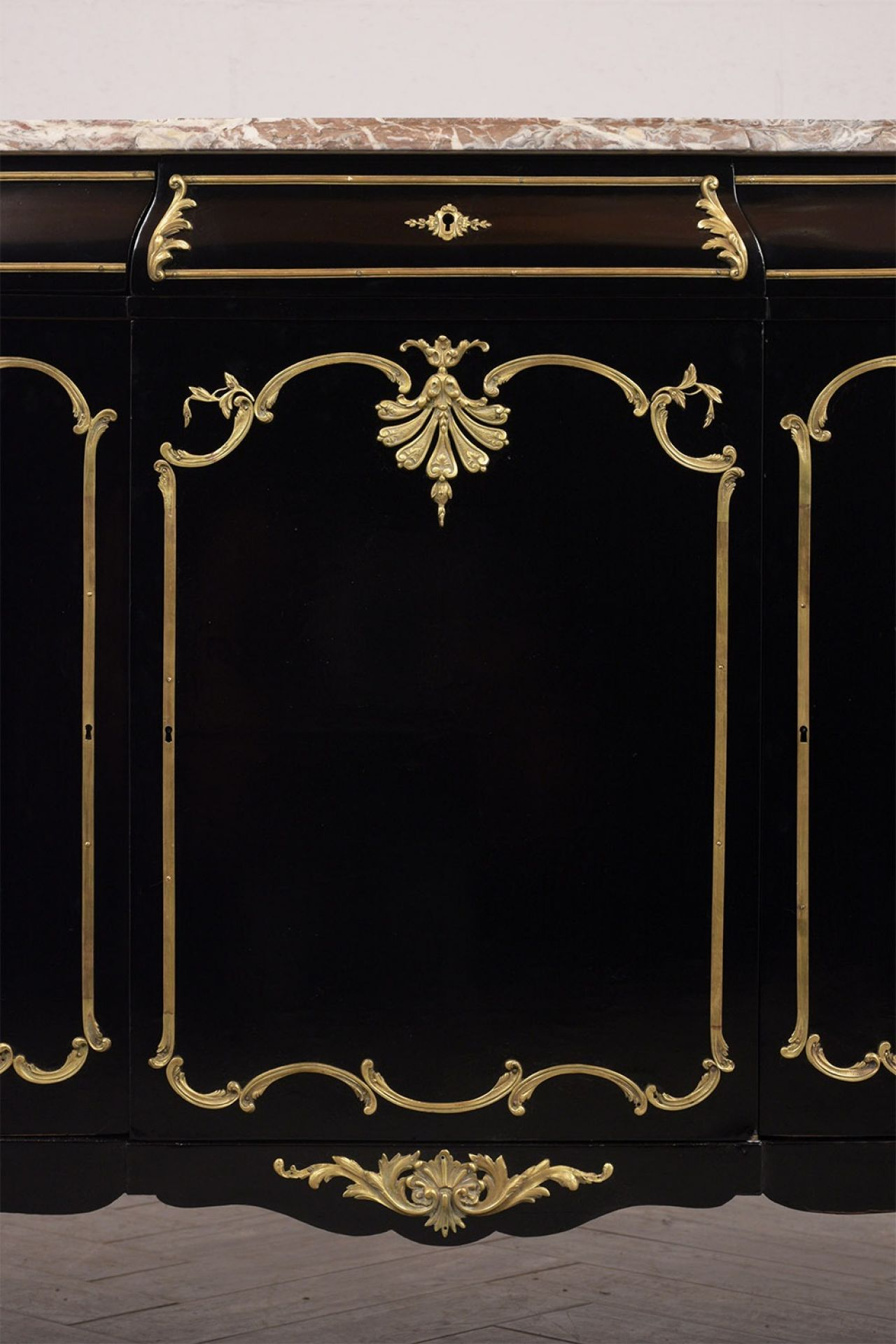 Elegant Ebonized 19th Century Louis XV Buffet
