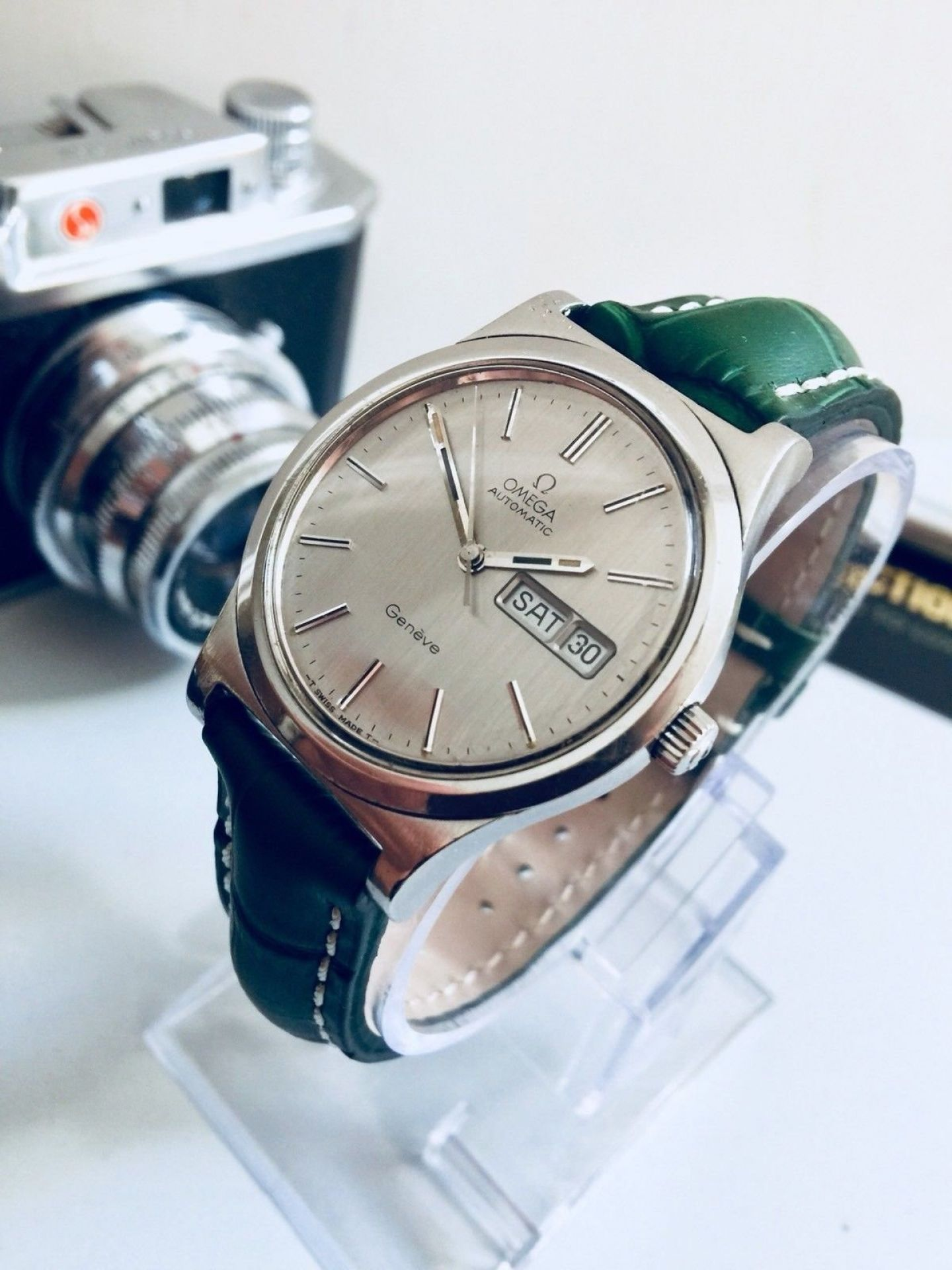 OMEGA VINTAGE RARE DAY DATE GENEVE CAL 1022 AUTOMATIC MECHANICAL WATCH GREEN