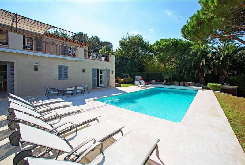 SAINT-TROPEZ - 5 MINUTES AWAY FROM THE VILLAGE