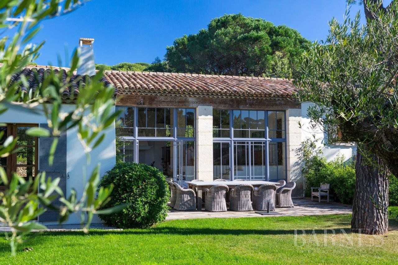 SAINT TROPEZ - CHARACTER VILLA LOCATED IN A SOUGHT AFTER AREA