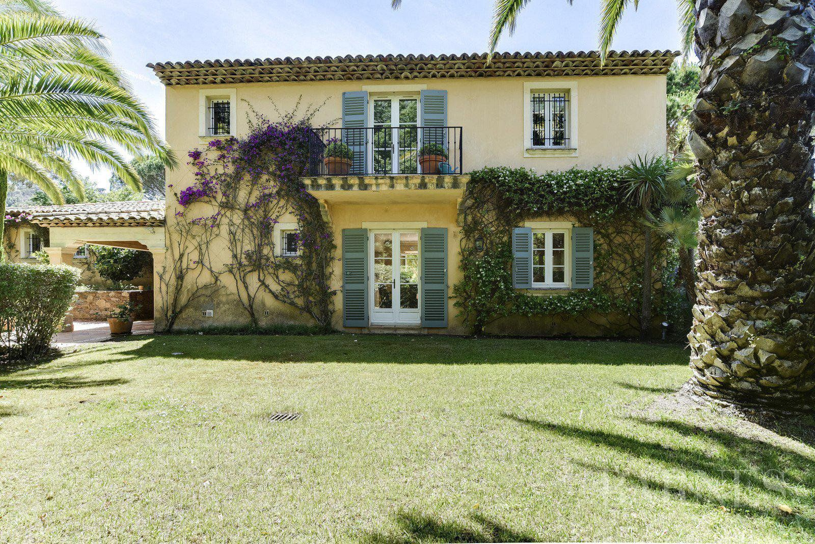 SAINT-TROPEZ - PRIVATE DOMAIN CLOSE TO
