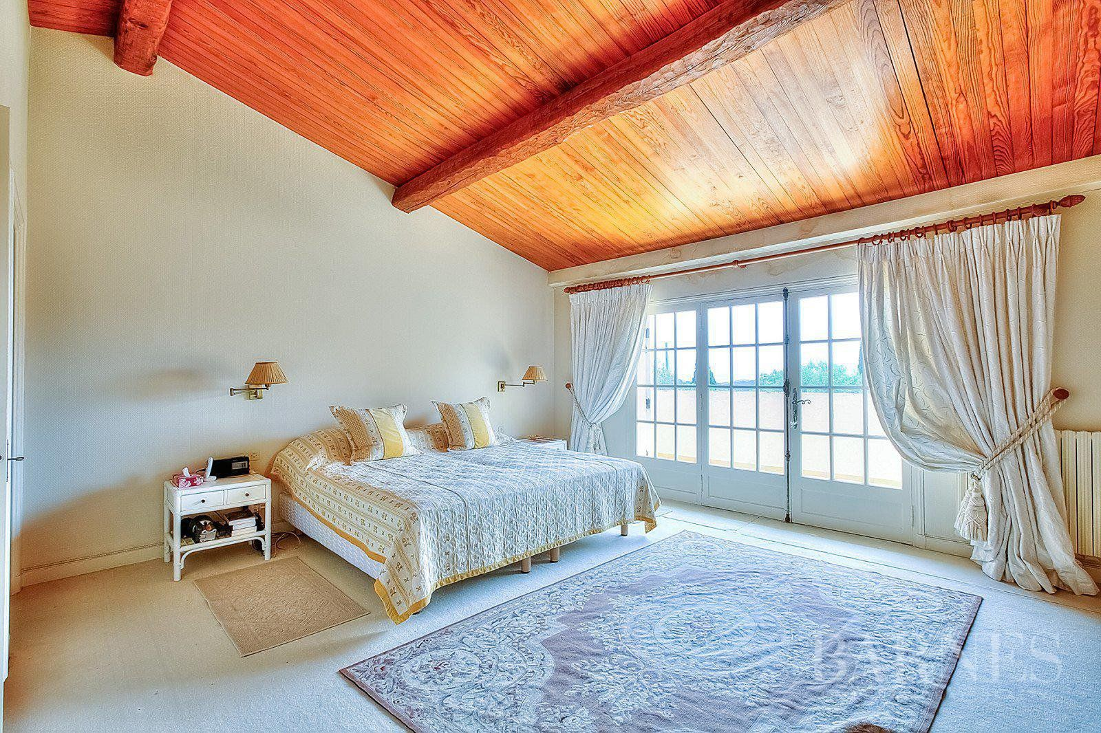 MOUANS SARTOUX - SPLENDID STONE MAS - 8 BEDROOMS - POOL - LARGE GARDENS