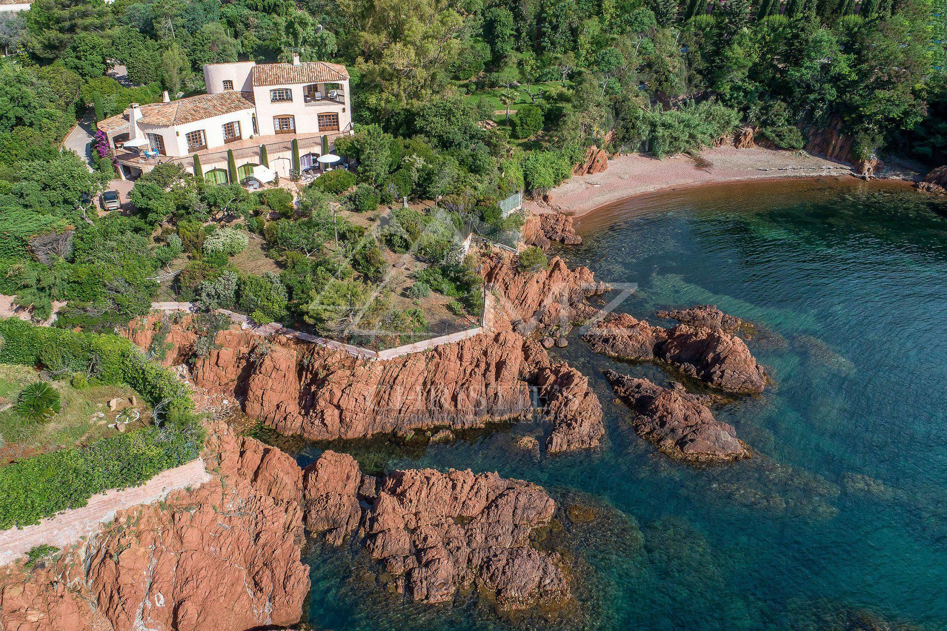 Close to Cannes - Waterfront property