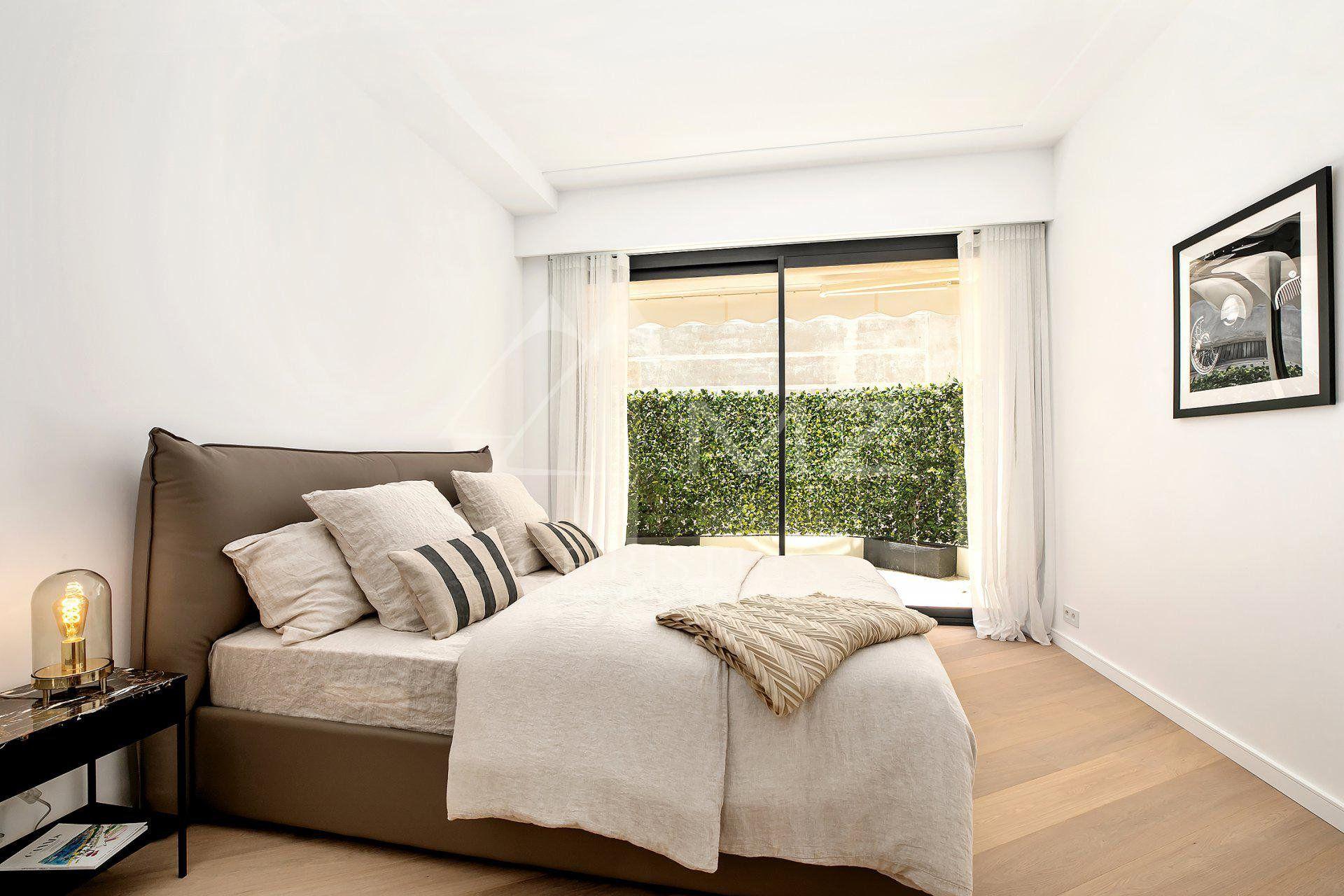 Cannes - Croisette - Sea view apartment