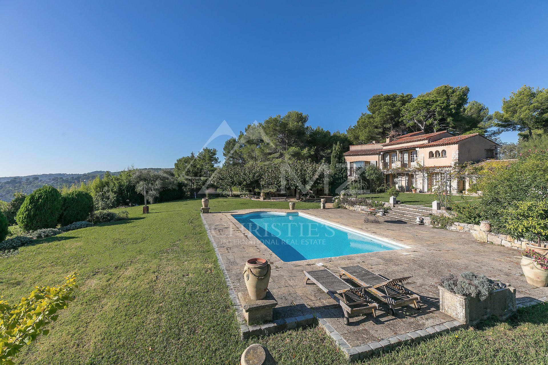 Close to Cannes - Beautiful provencal style villa with sea views