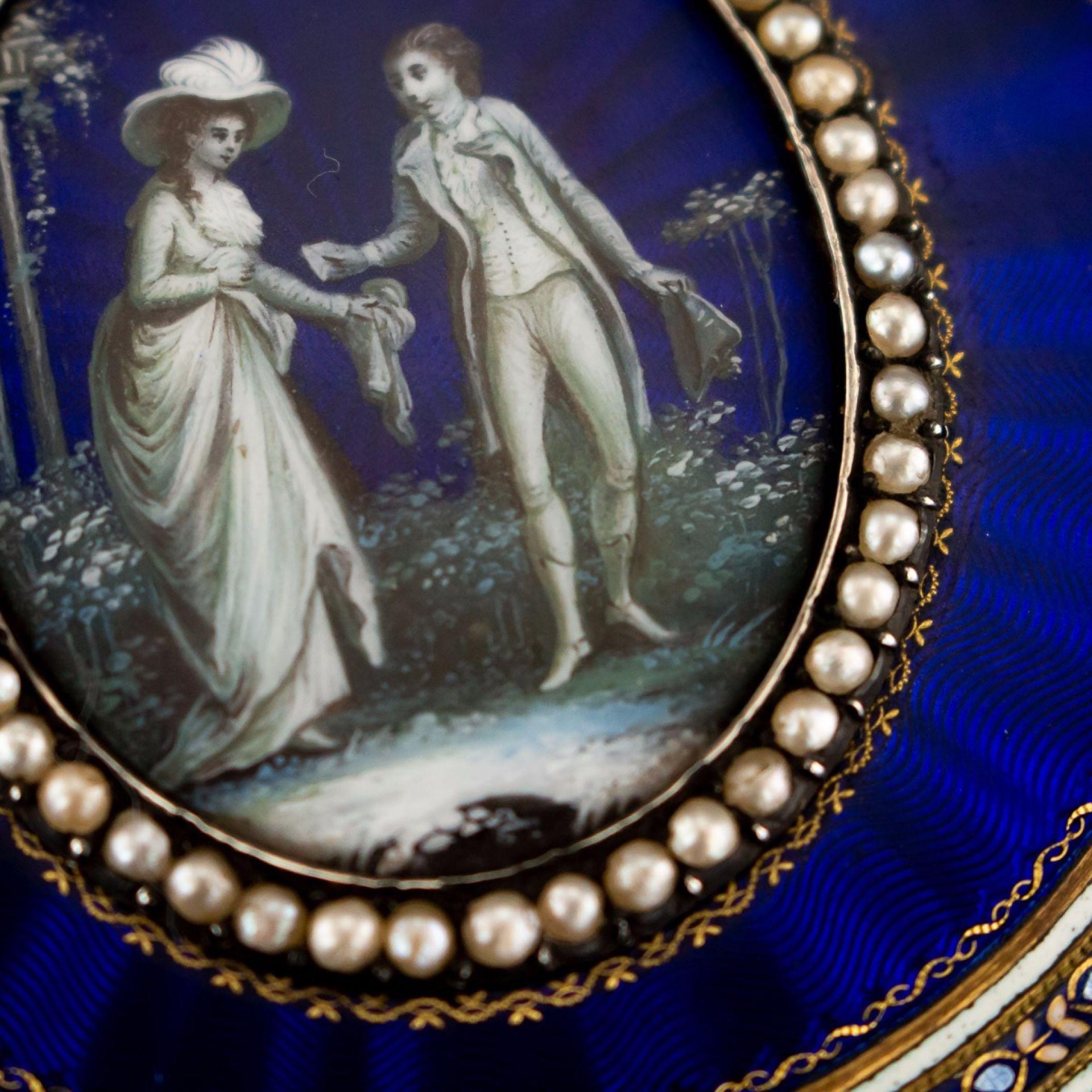ANTIQUE 19thC FRENCH 18k GOLD & HAND PAINTED ENAMEL BONBONNIERE BOX c.1800