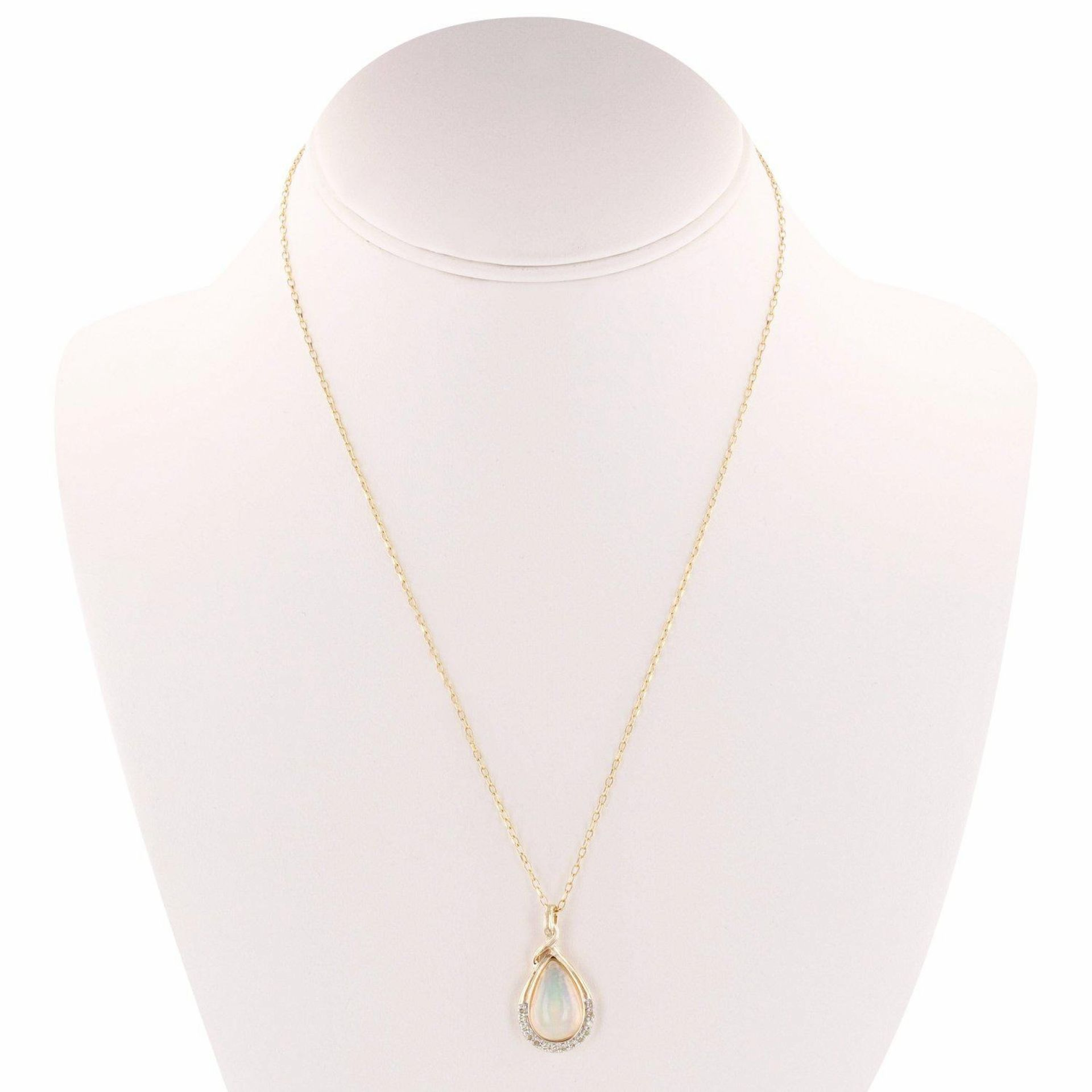2.50ct Opal and 0.18ctw Diamond 14K Yellow Gold Pendant/Necklace