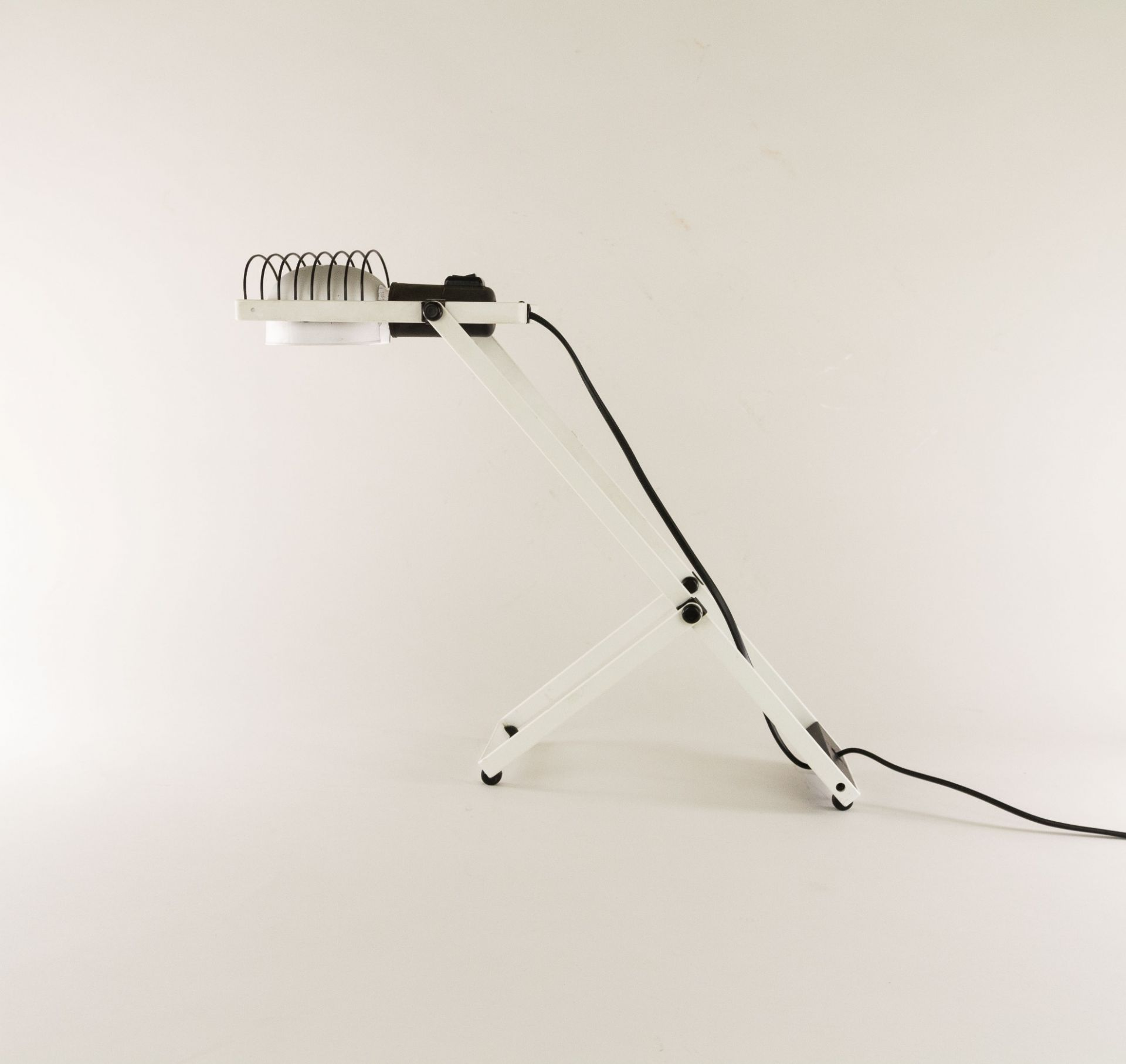 White and Black Sintesi table lamp by Ernesto Gismondi for Artemide, 1970s