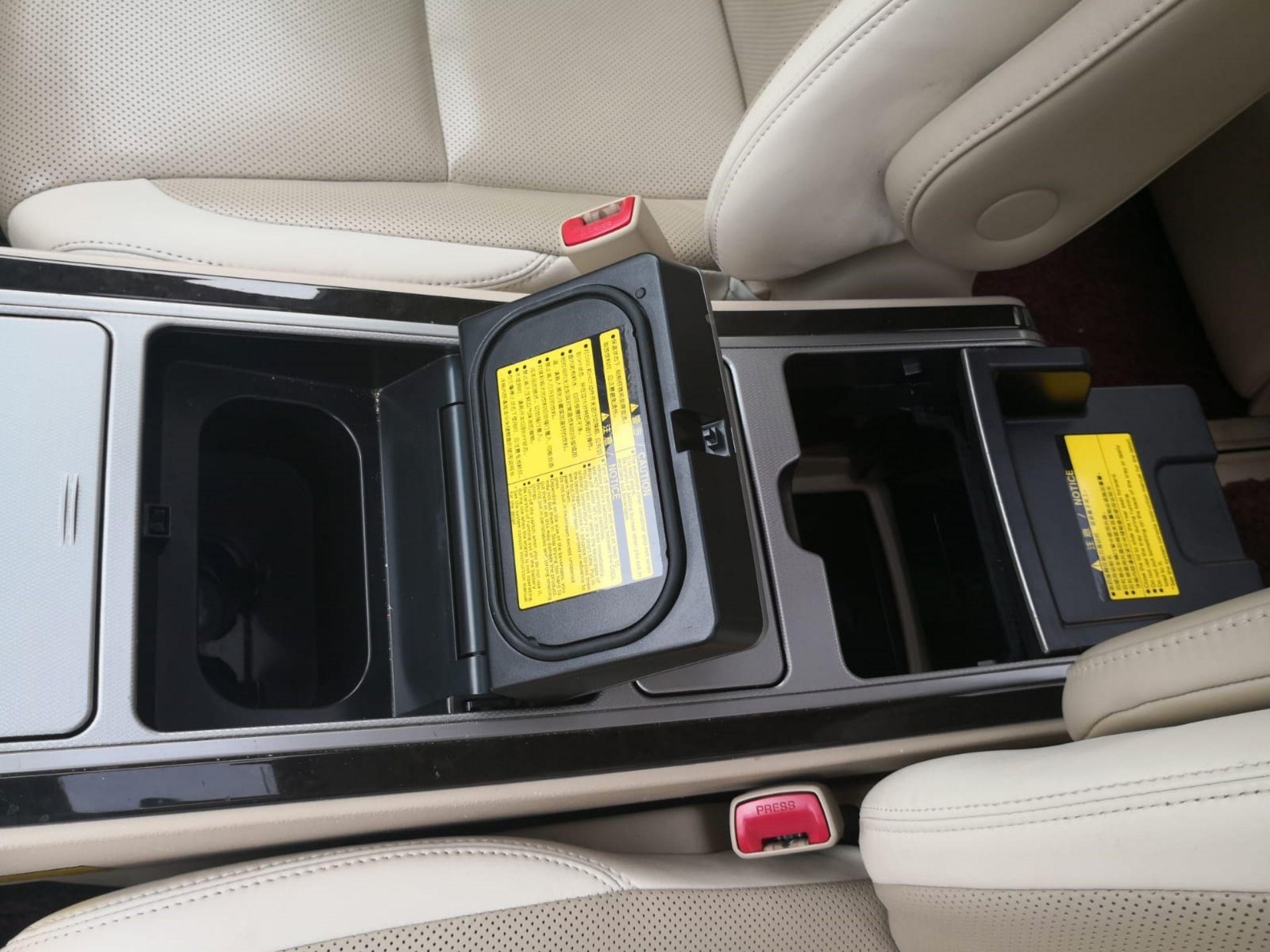 2013 Toyota Alphard First Class