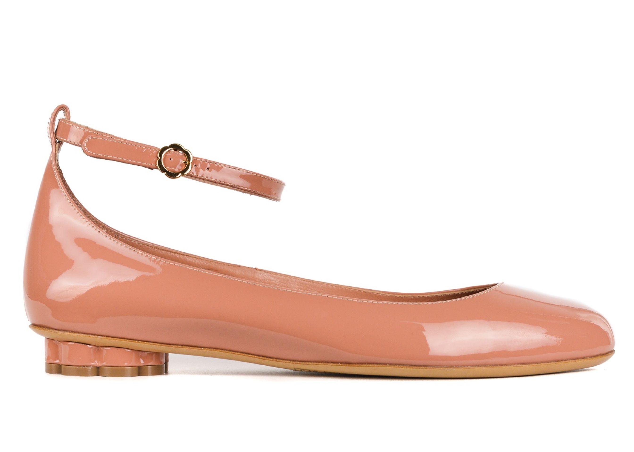 Salvatore Ferragamo Womens Blush Patent Leather Cefalu Flats