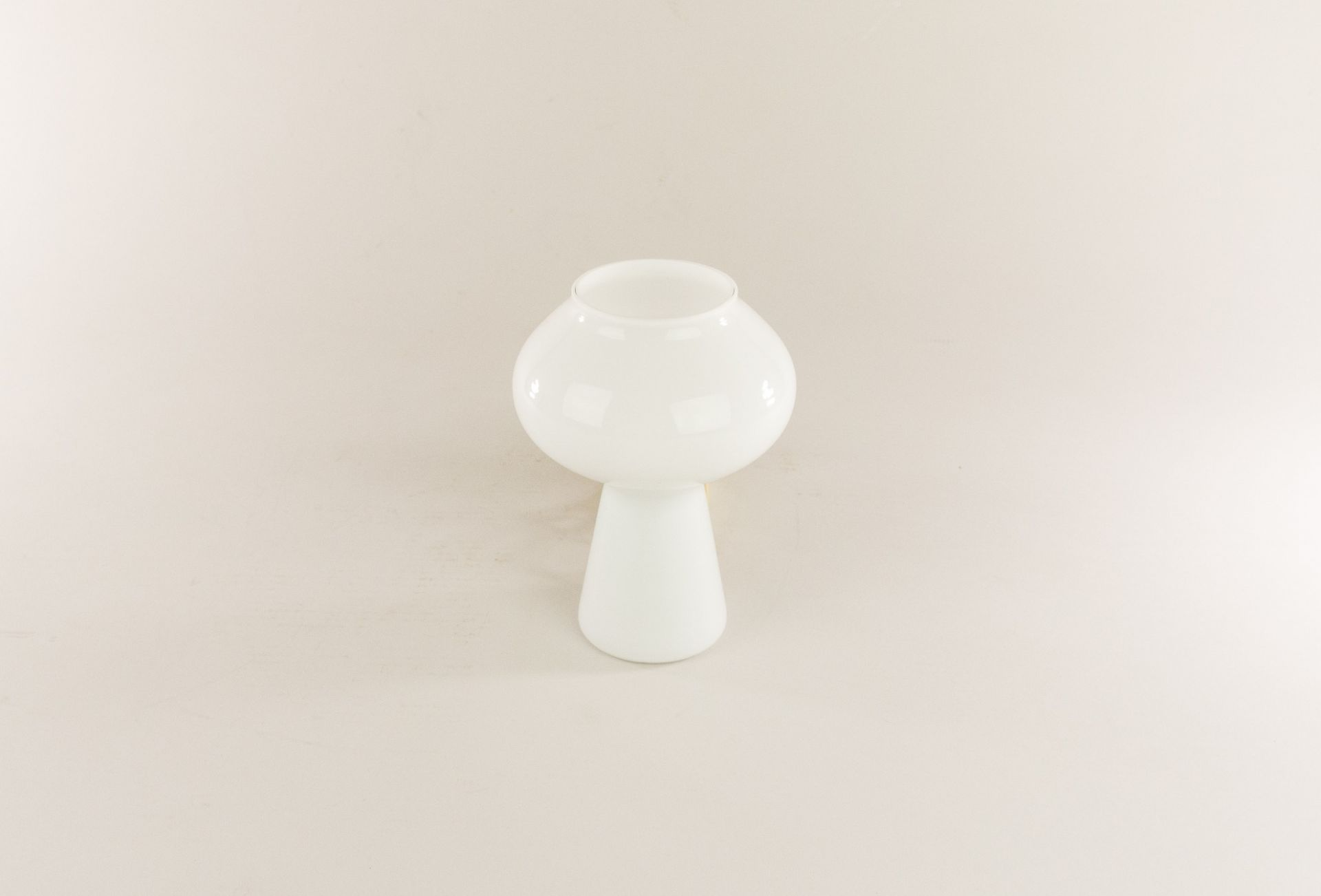 White hand-blown Fungo table lamp (mini) by Massimo Vignelli for Venini, 1950s