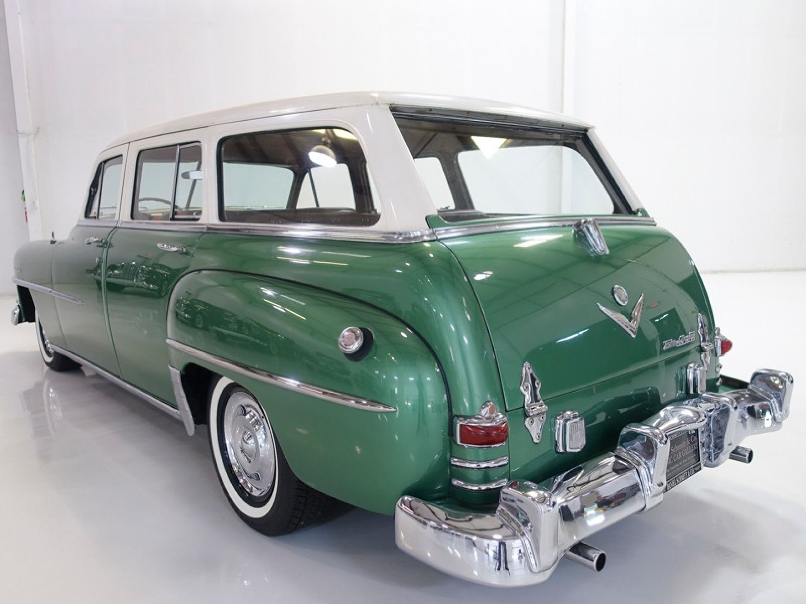 1952 Chrysler Saratoga 8 Town & Country Wagon
