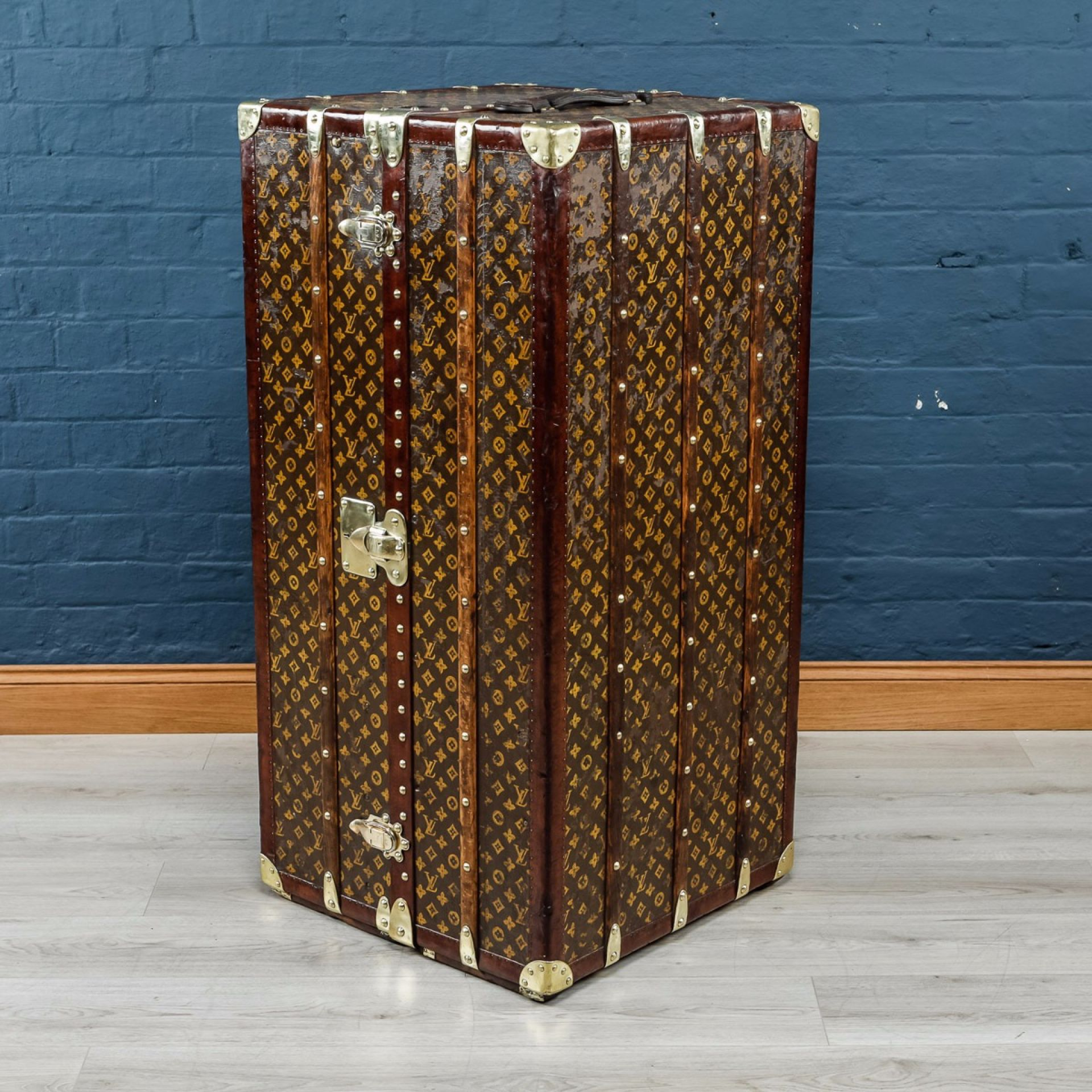 ANTIQUE 20thC UNUSUAL LOUIS VUITTON WARDROBE TRUNK c.1920
