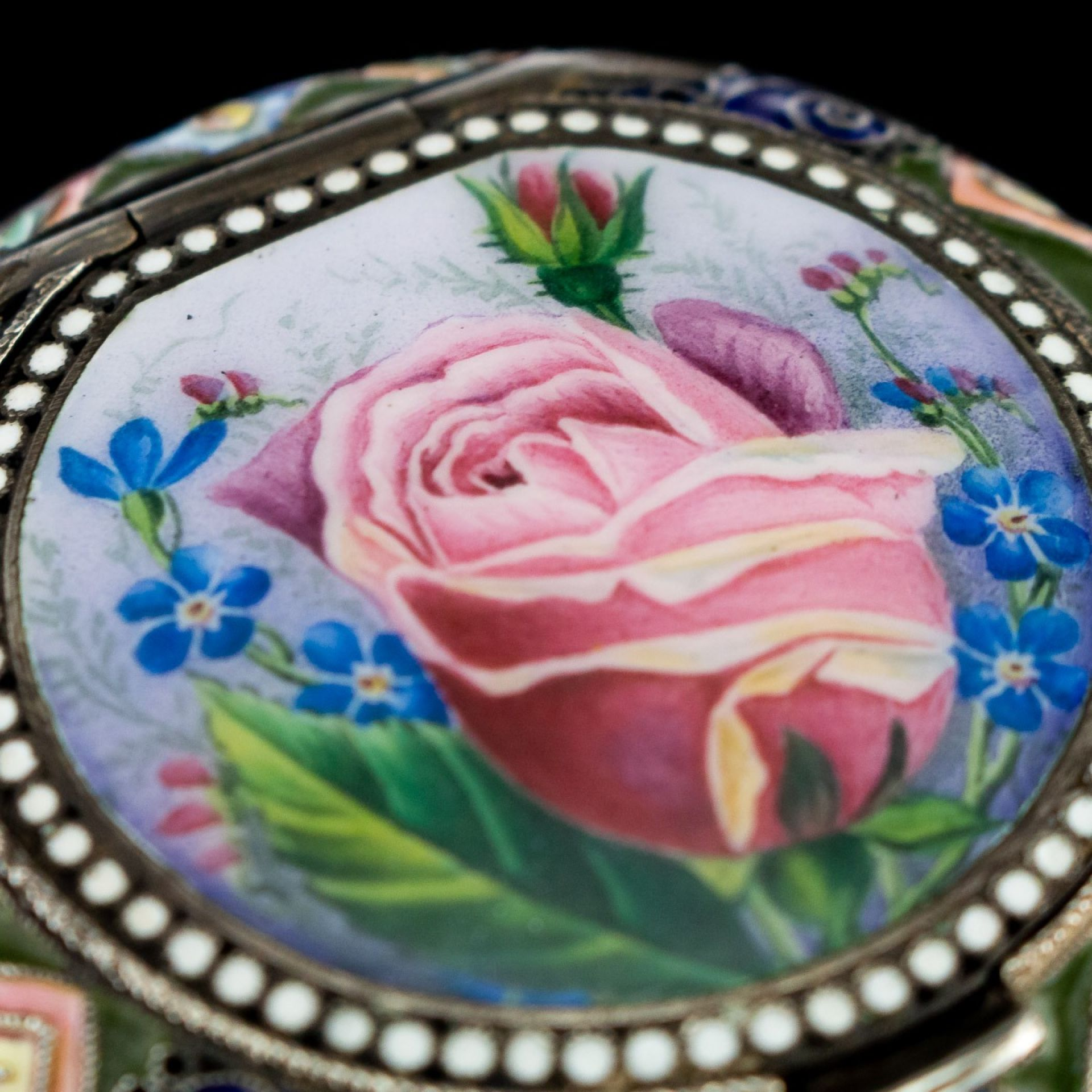 ANTIQUE 20thC RUSSIAN SOLID SILVER & PICTORIAL ENAMEL PILL BOX, 20 ARTEL c.1910