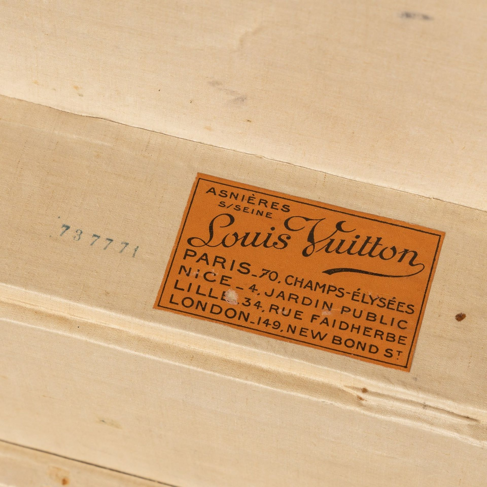 ANTIQUE 20thC LOUIS VUITTON CABIN TRUNK IN MONOGRAMMED CANVAS, FRANCE c.1920