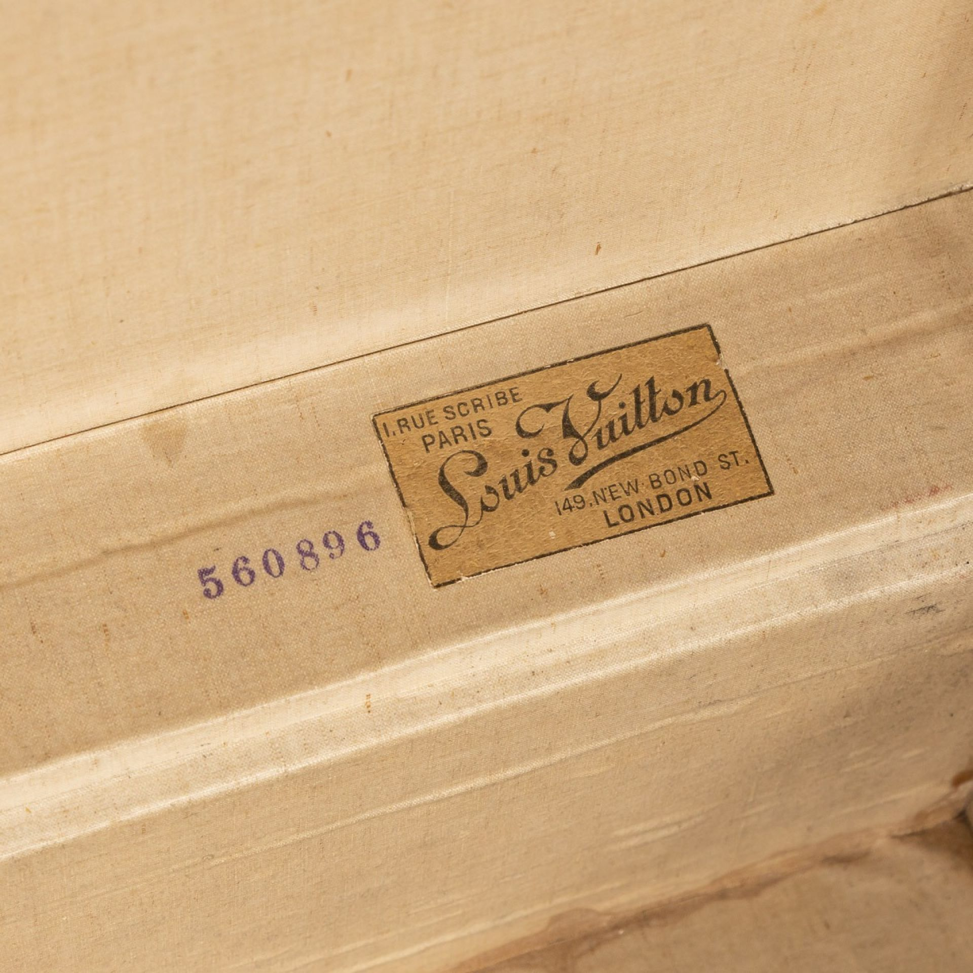 ANTIQUE 20thC LOUIS VUITTON SUITCASE IN NATURAL COW HIDE, FRANCE c.1900