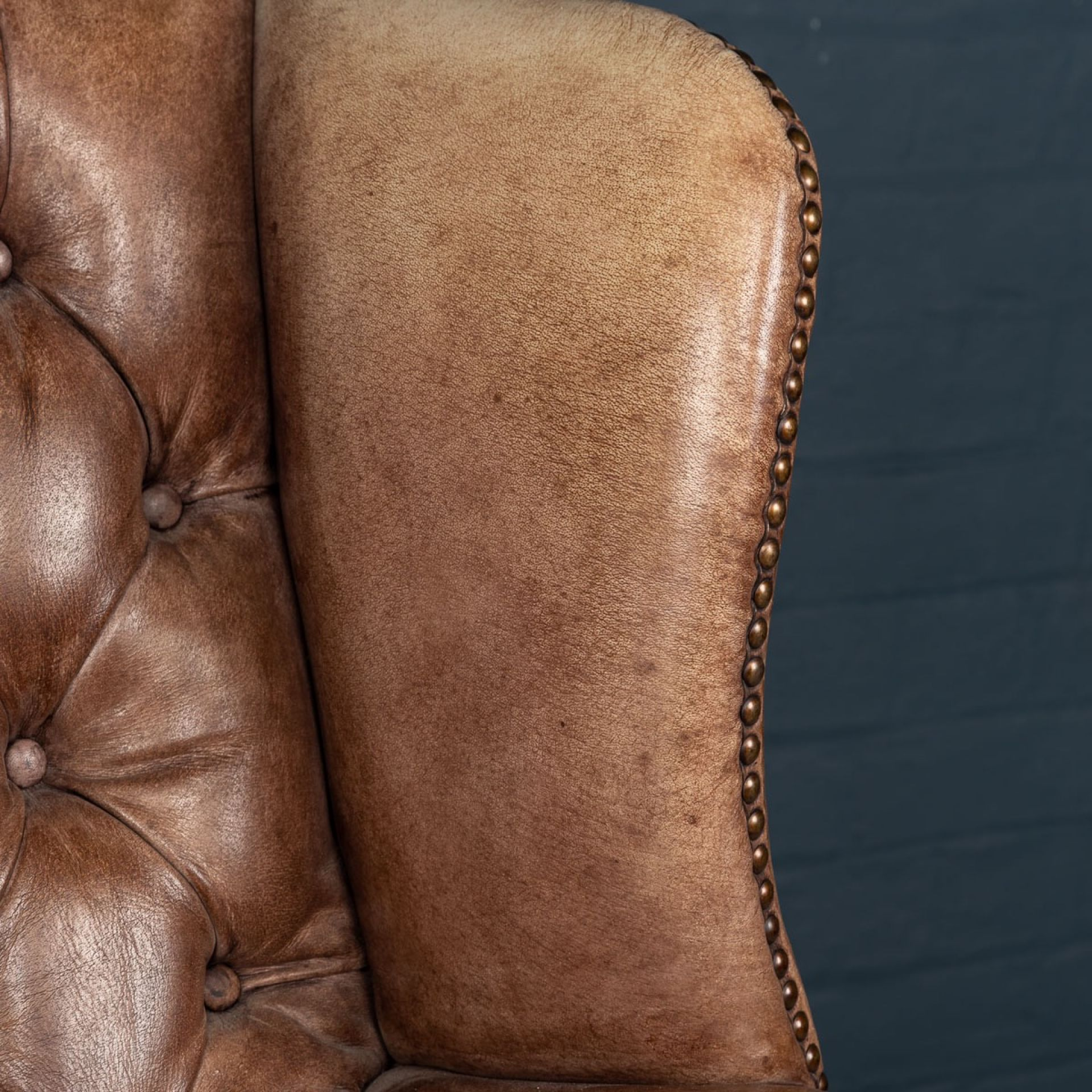 STUNNING LATE 20thC ENGLISH LEATHER WING BACK ARMCHAIR