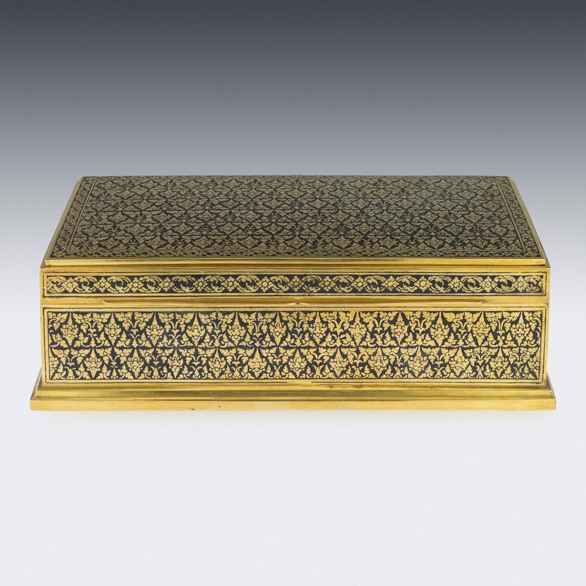 IMPRESSIVE 20THC THAI ROYAL SILVER-GILT NIELLO ENAMEL CIGAR BOX, BANGKOK C.1960