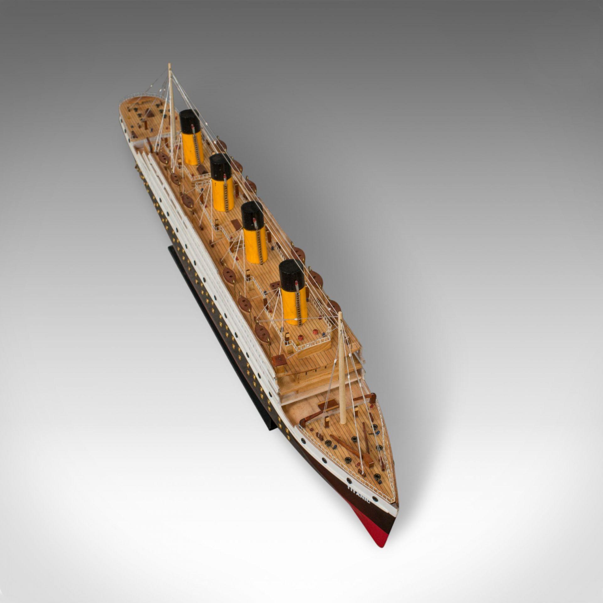 Large Vintage Model Titanic, English, Collectible, Model, Ship, Display, Lights