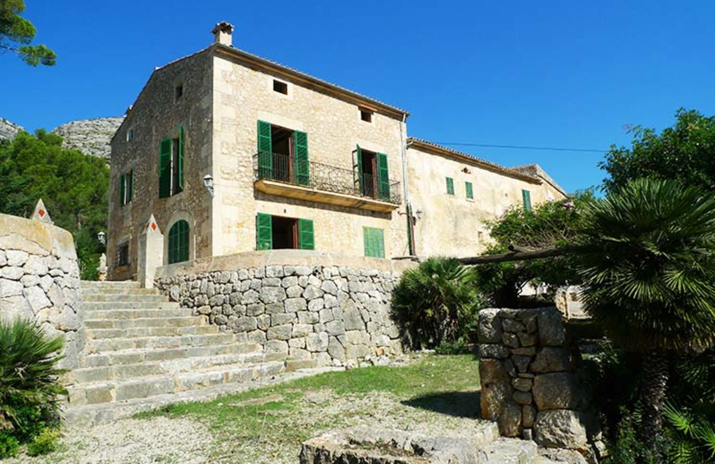 MALLORCA, POLLENSA - STUNNING COUNTRY ESTATE NEAR THE SEA