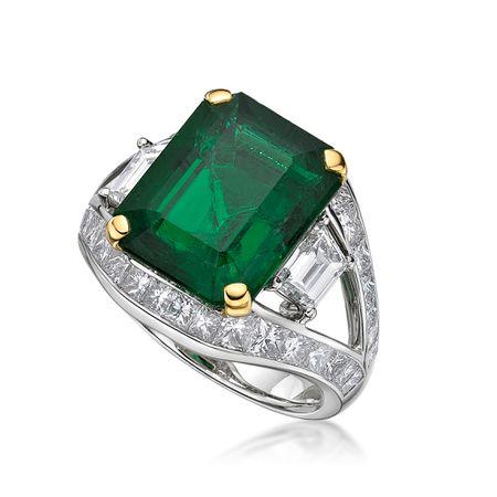 A 7.93ct Zambia Emerald Diamond Ring