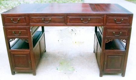 a three parts writing desk
